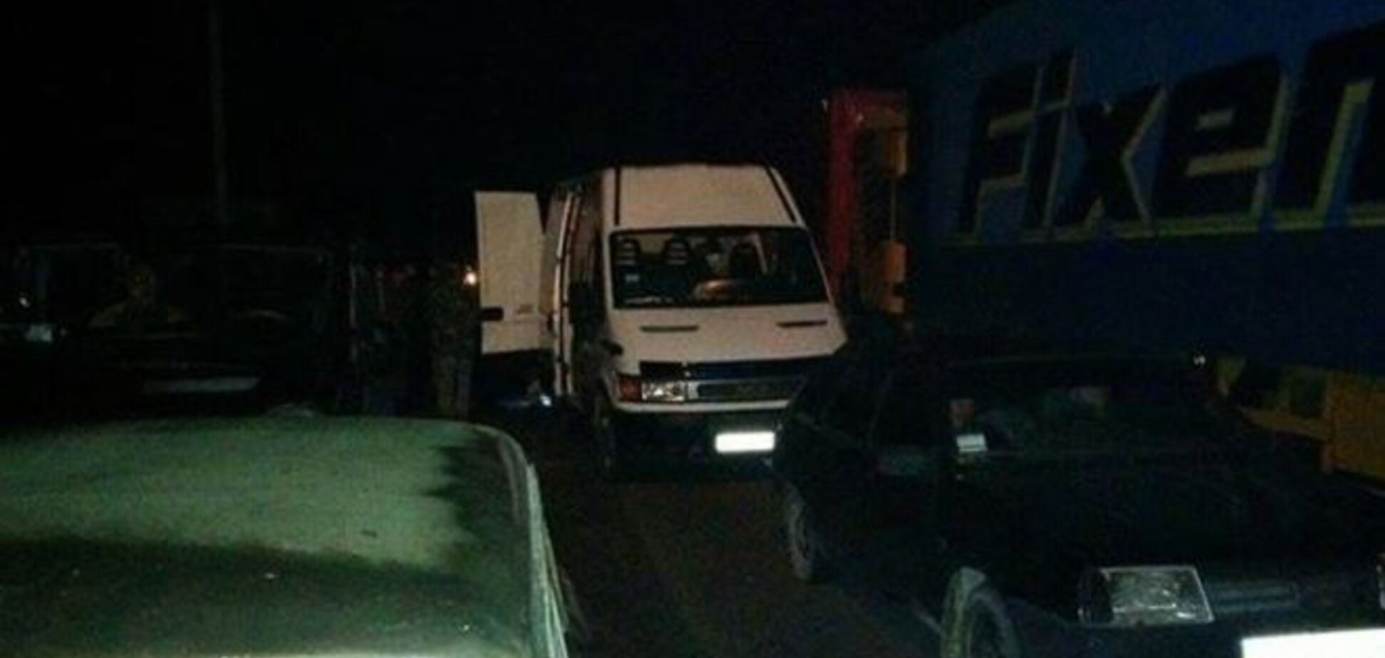 Дорога на Мукачево заблокирована КРАЗами и ЗИЛами