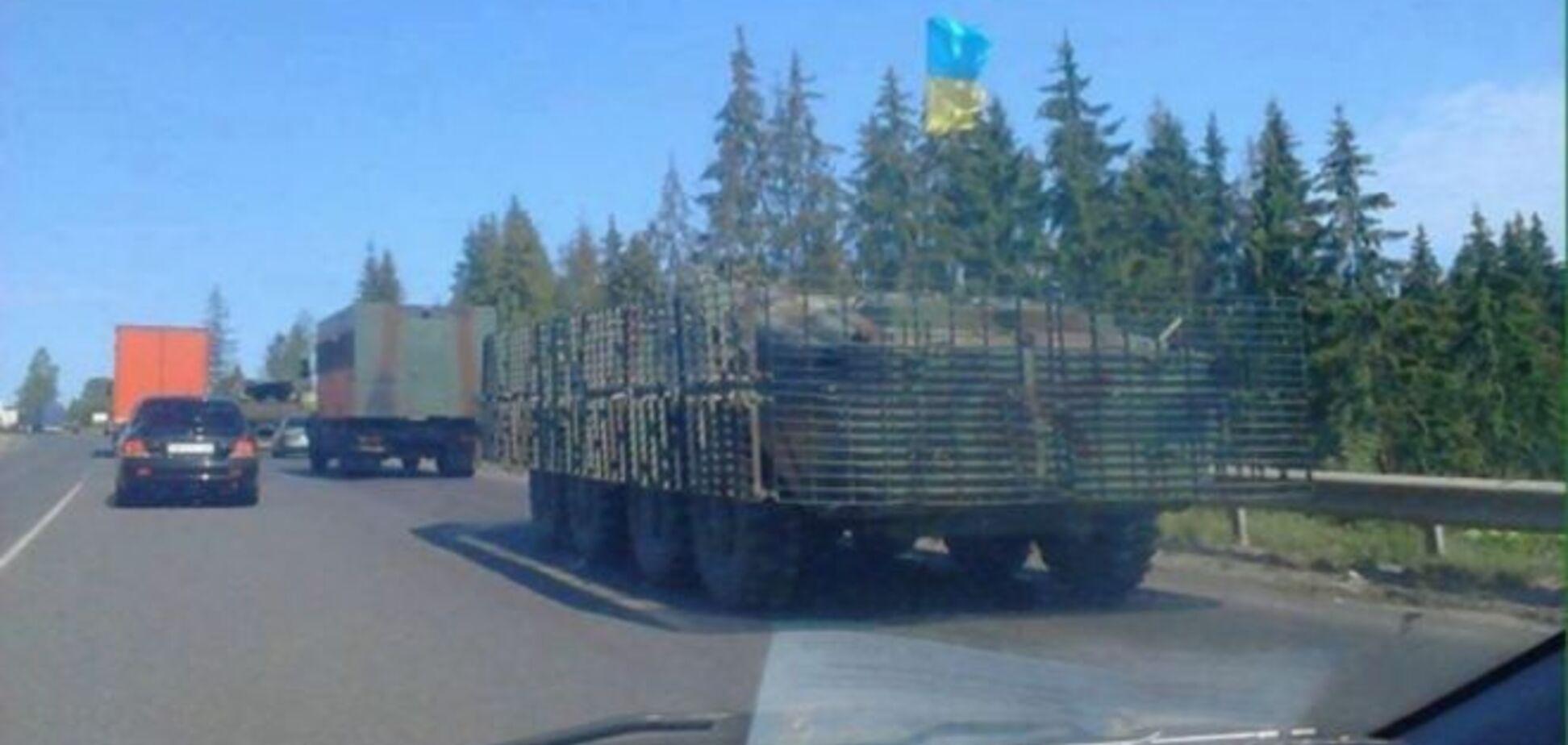 К Мукачево отправили военную технику: фото- и видеофакт
