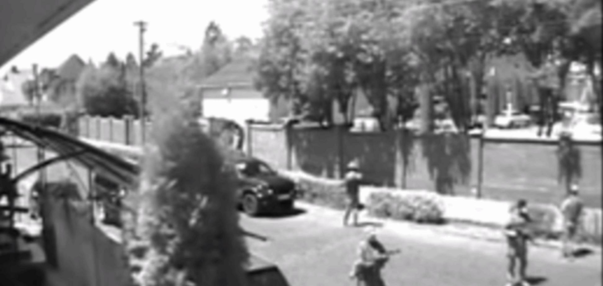 Начало стрельбы в Мукачево: опубликованы видео с камер наблюдения