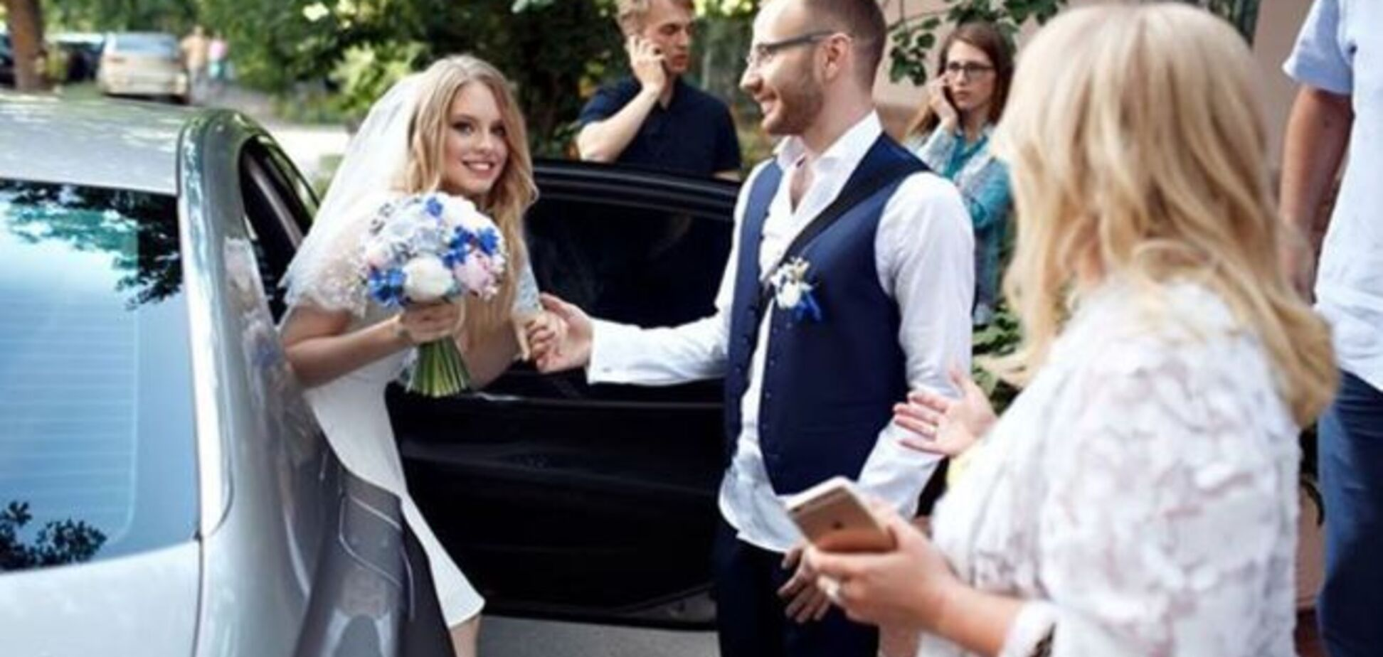 Опубликованы первые фото с тайной свадьбы сына Таисии Повалий