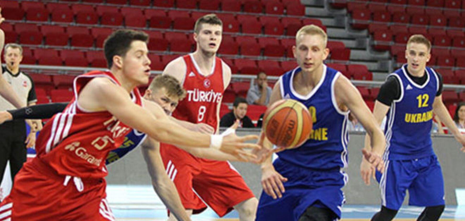 Украина в драматичной битве упустила победу на молодежном Евробаскете