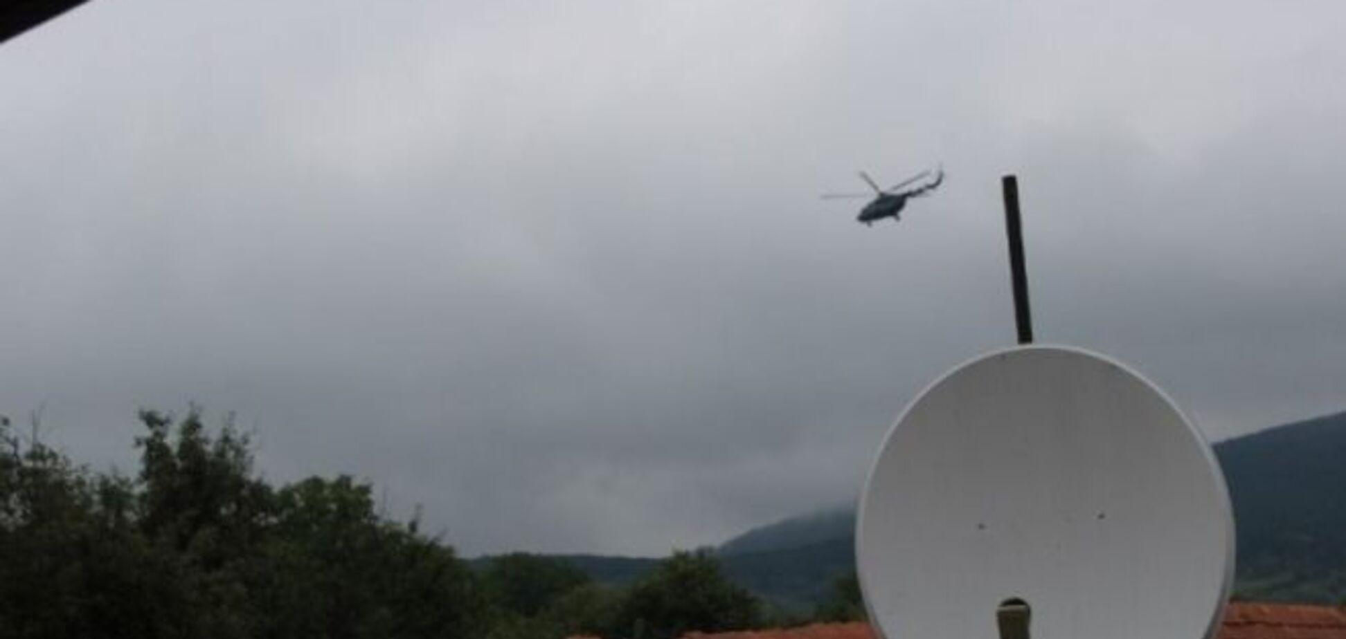 Бойцов 'Правого сектора' окружили вертолеты и военные: фоторепортаж спецоперации под Мукачево