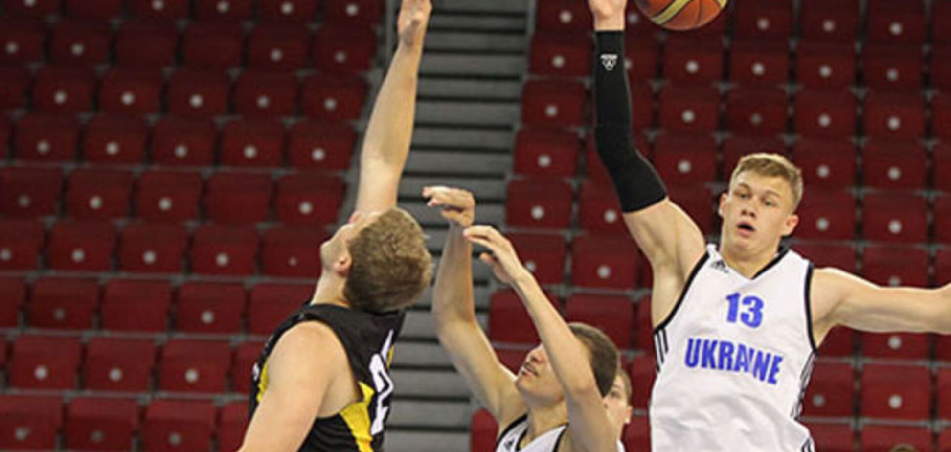Украина проиграла ключевой матч на молодежном Евробаскете