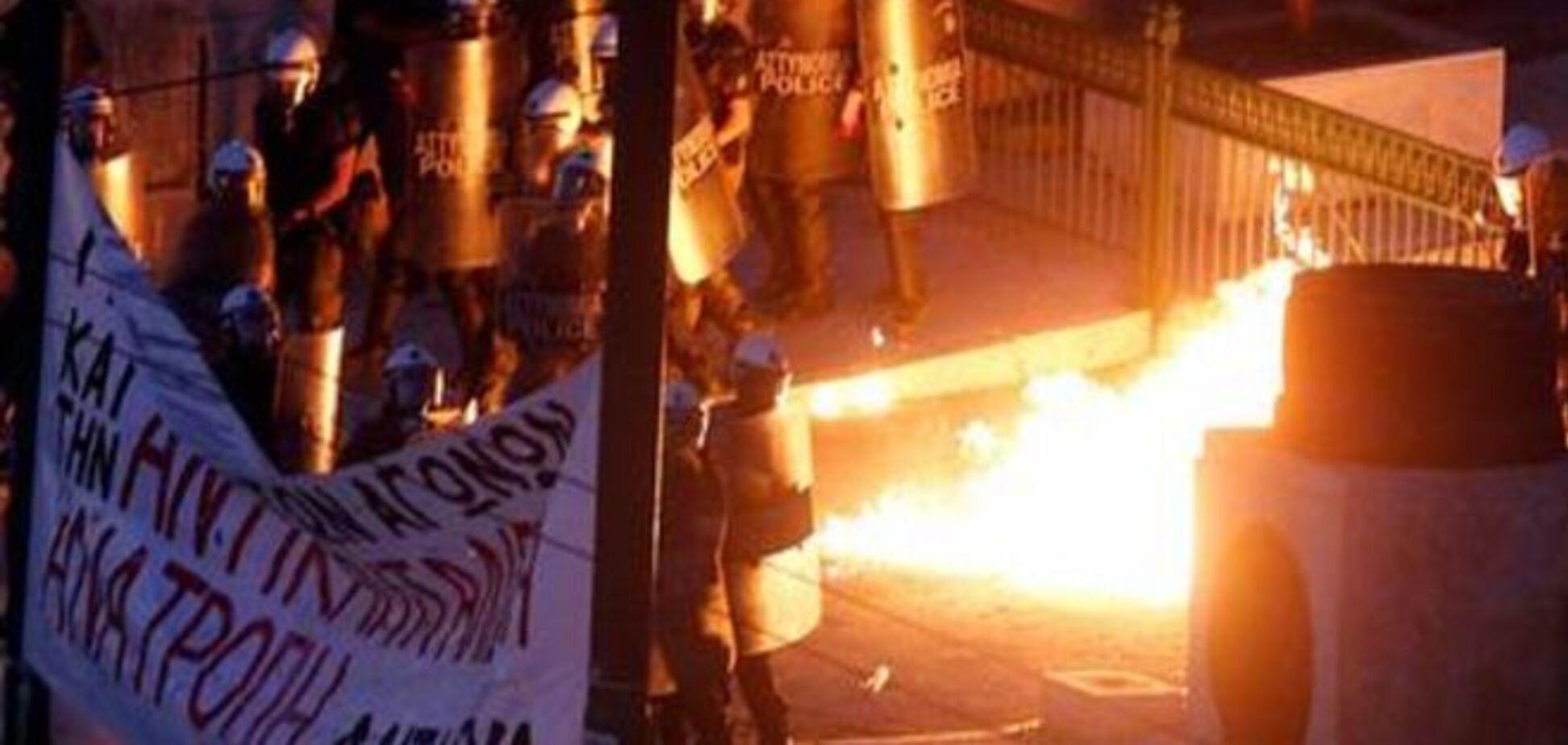 У Афінах відбуваються сутички між поліцією та протестувальниками