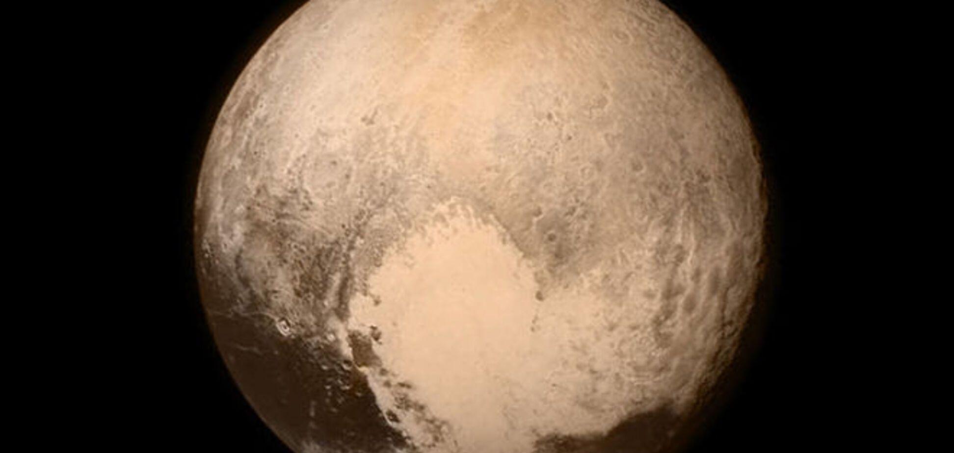 NASA получило самое детальное фото 'сердца' Плутона