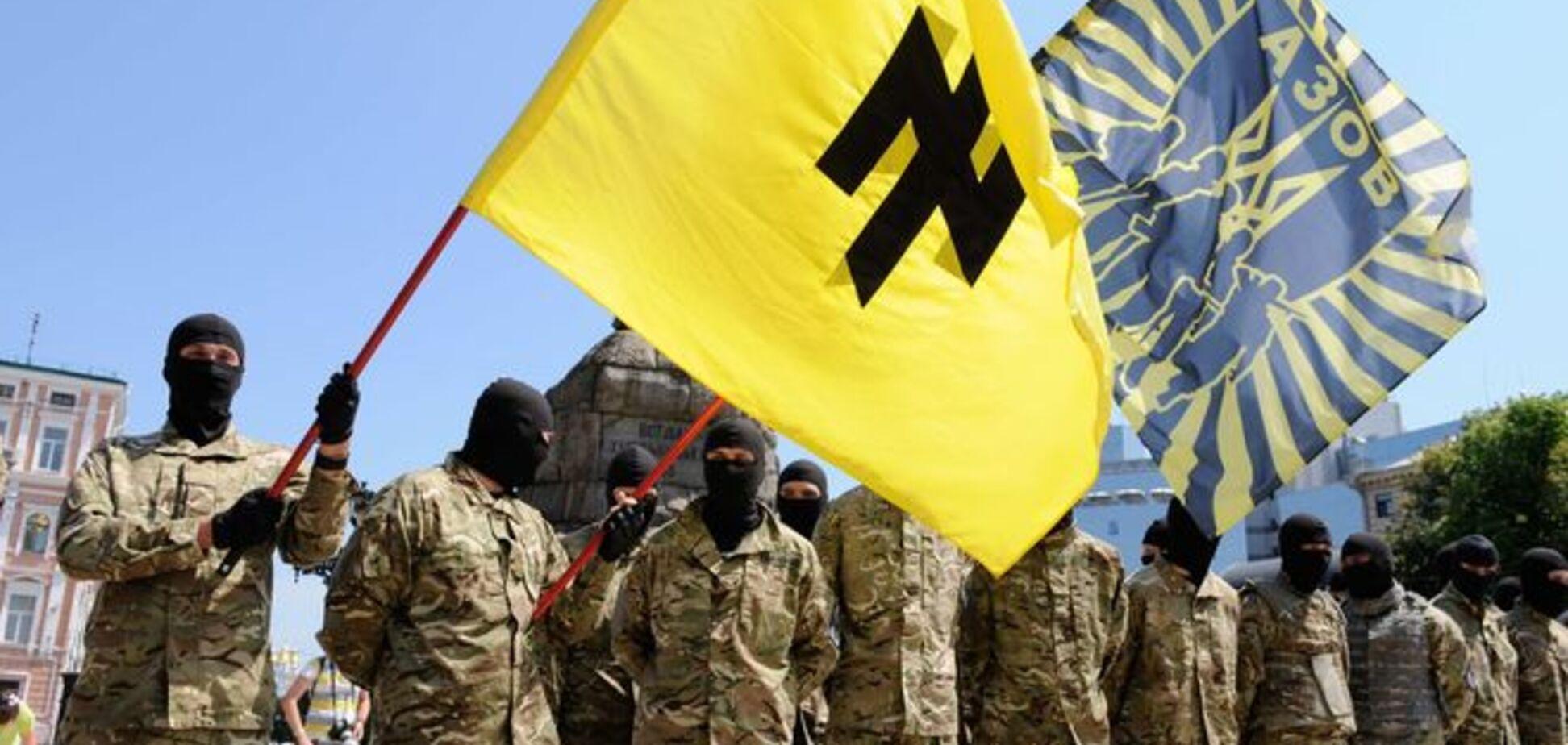 'Азов' погодився взяти у свої ряди 'біженців' із 'Правого сектора'