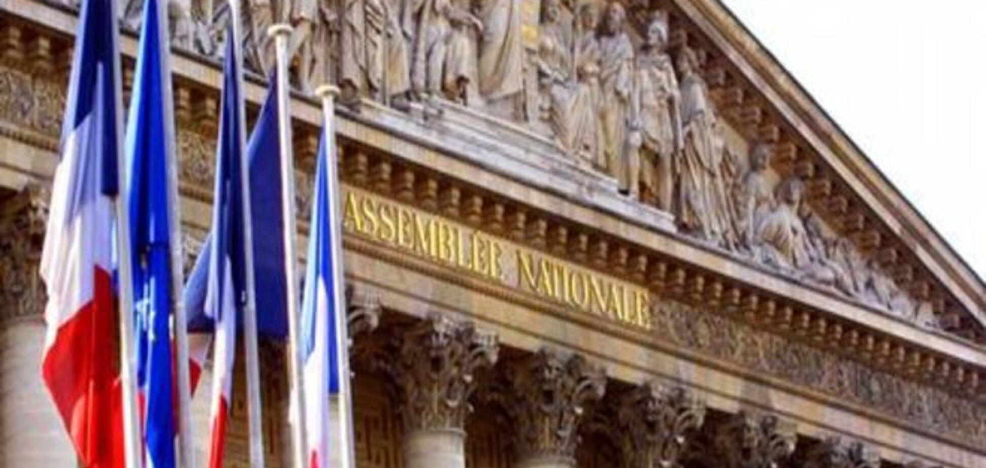 Парламент Франції підтримав програму порятунку Греції