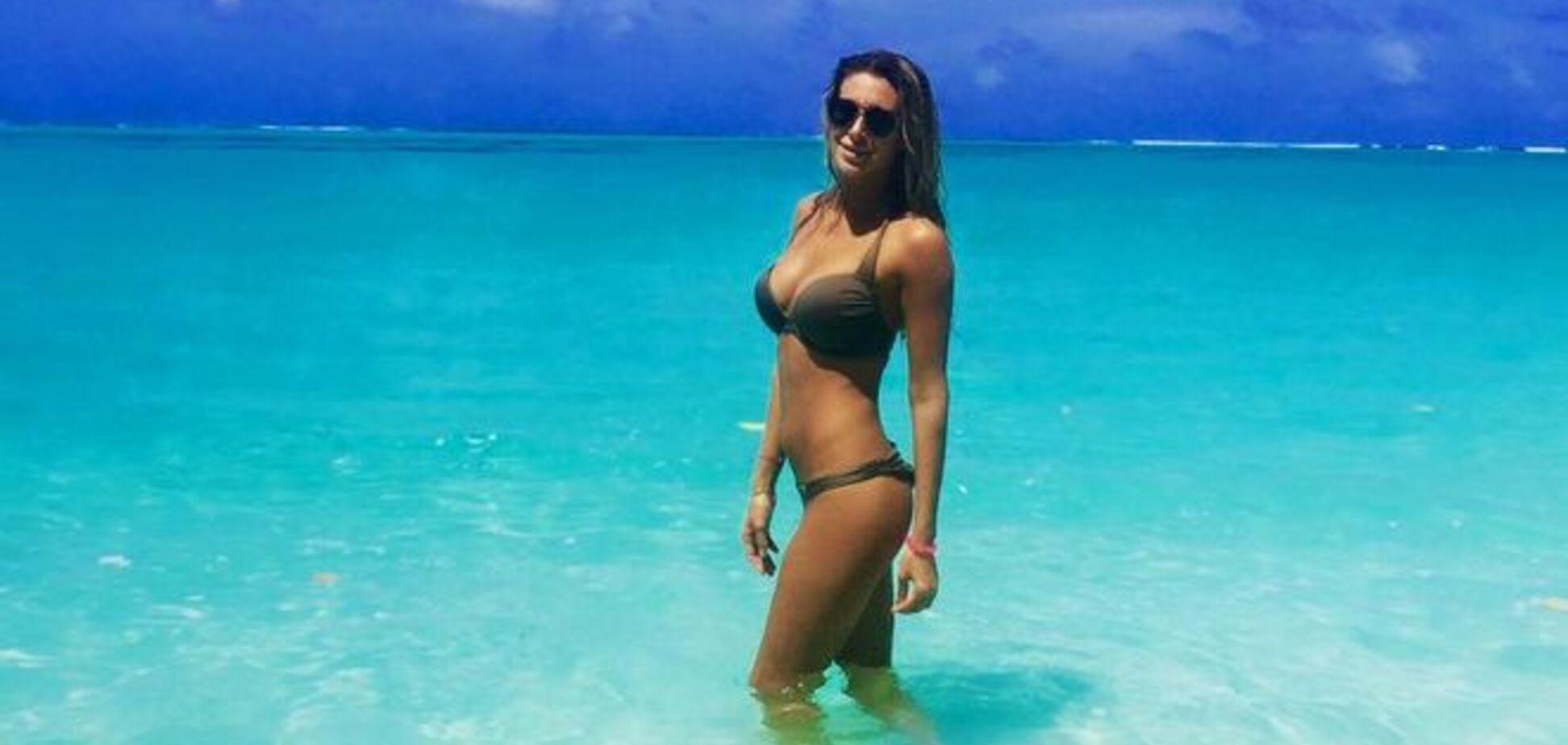 Дівчина українського боксера похвалилася жаркими фото з Мальдів
