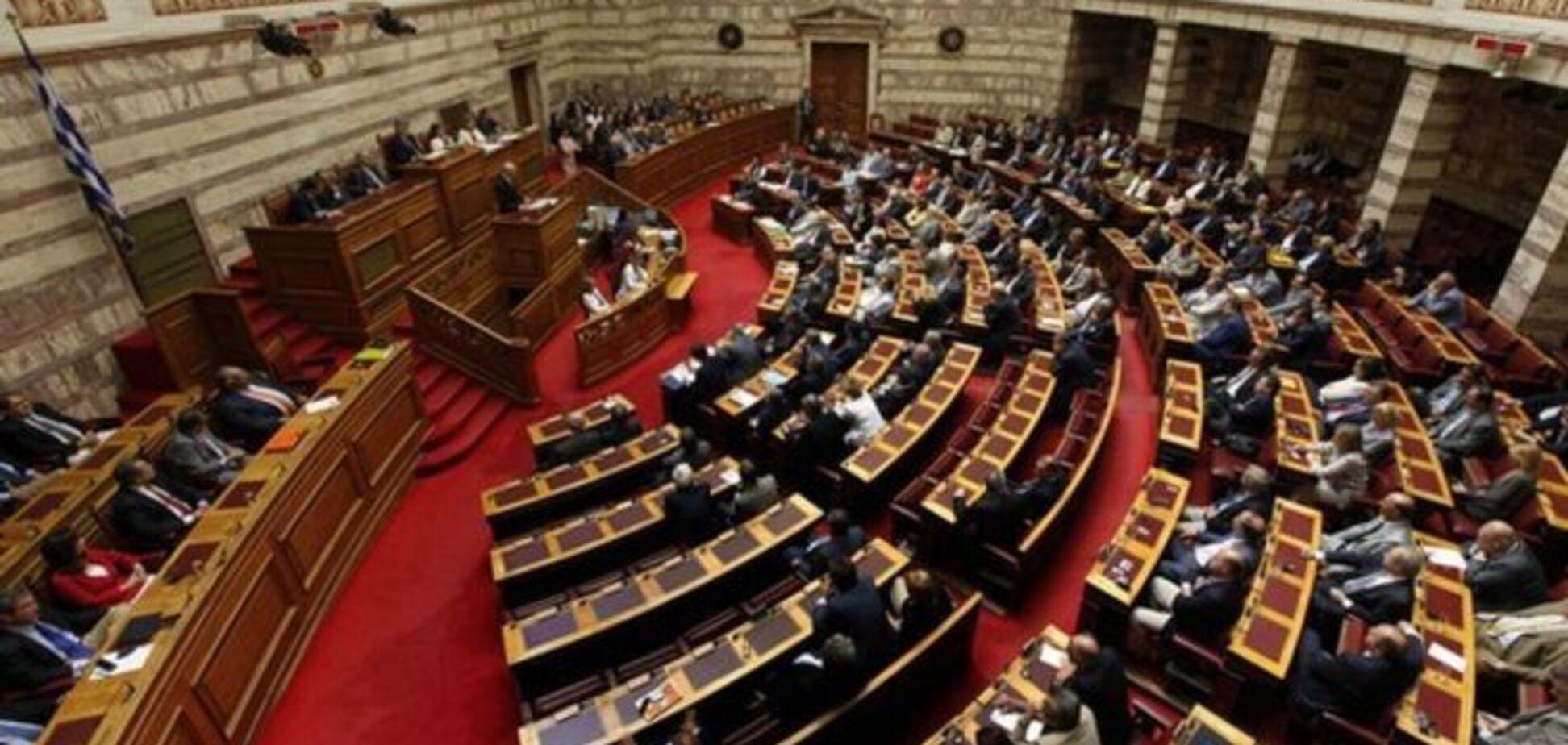Парламент Греції ухвалив план порятунку під крики мітингувальників