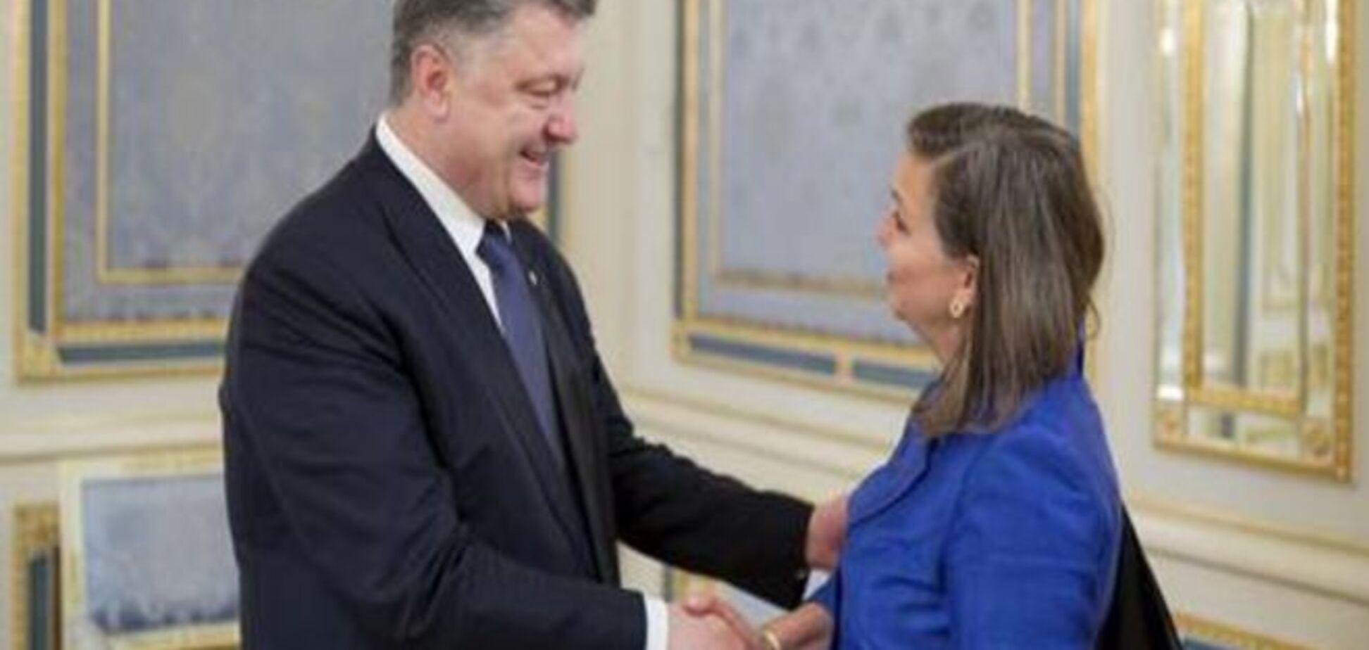 Нуланд: Проект змін до Конституції відповідає Мінським угодам