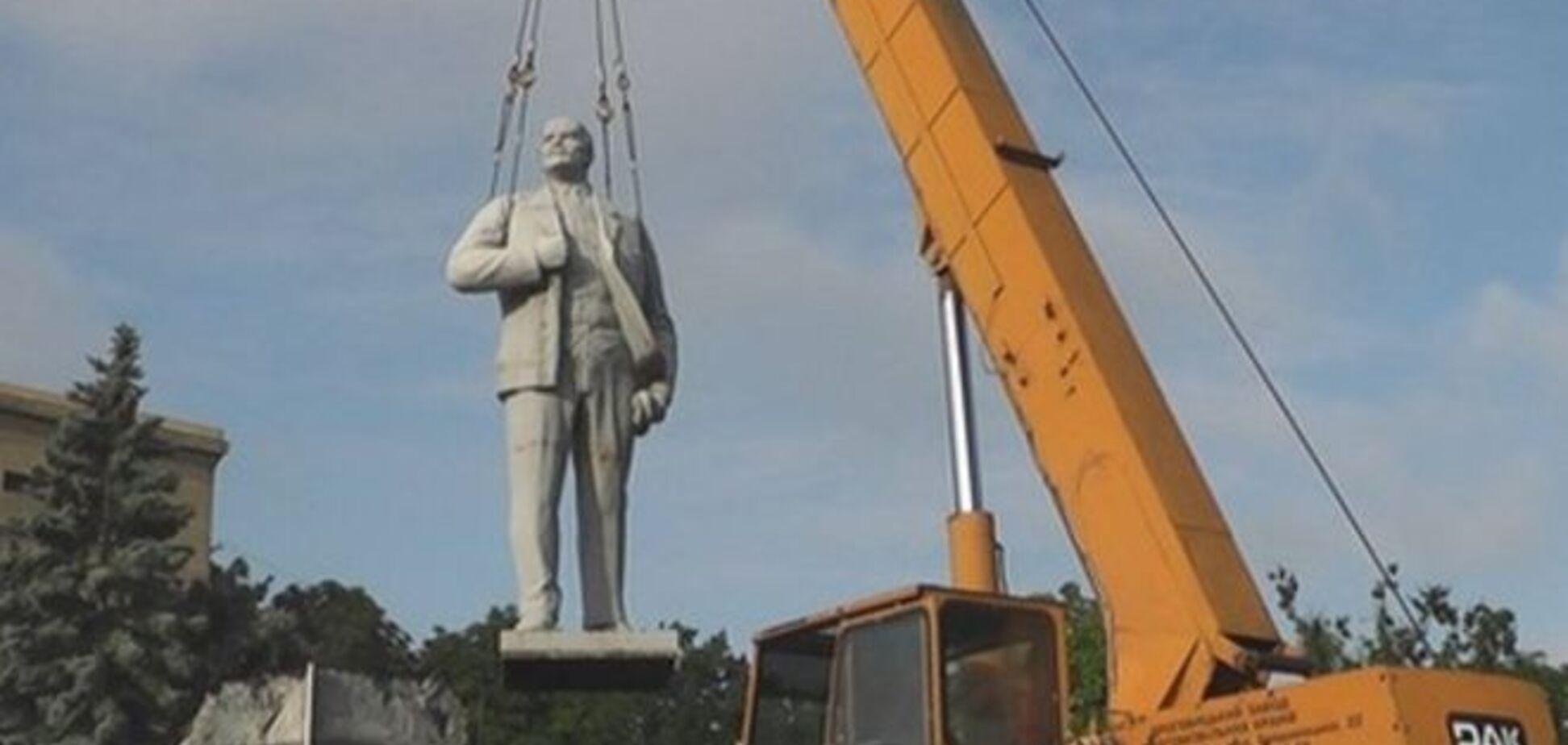 У Генічеську тихо і мирно зняли Леніна