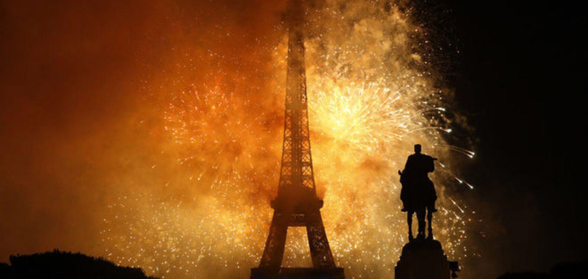Праздник по-французски: в День взятия Бастилии жгли все - от машин до школ