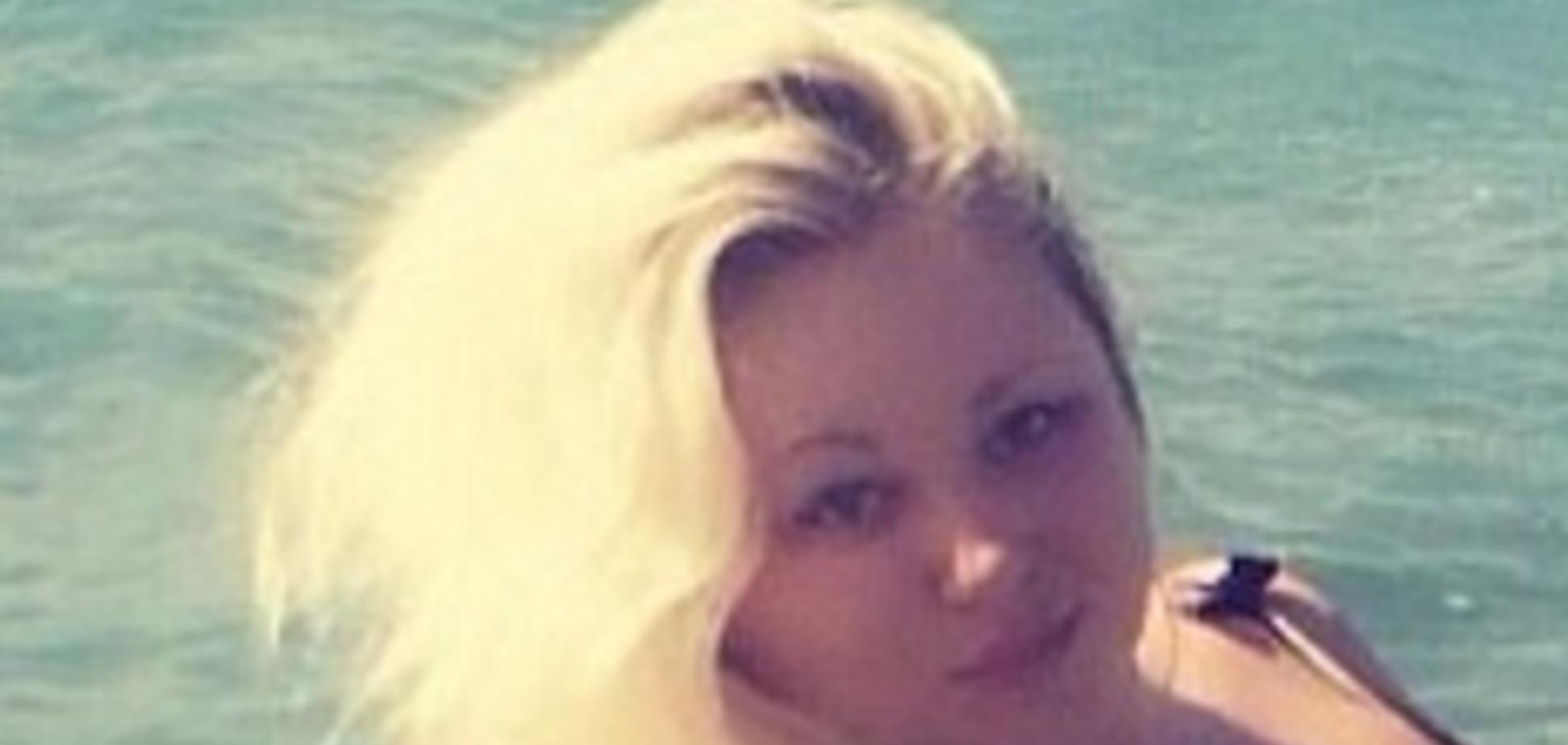 22-летняя помощница украинского нардепа стала звездой сети: новые фото в купальнике