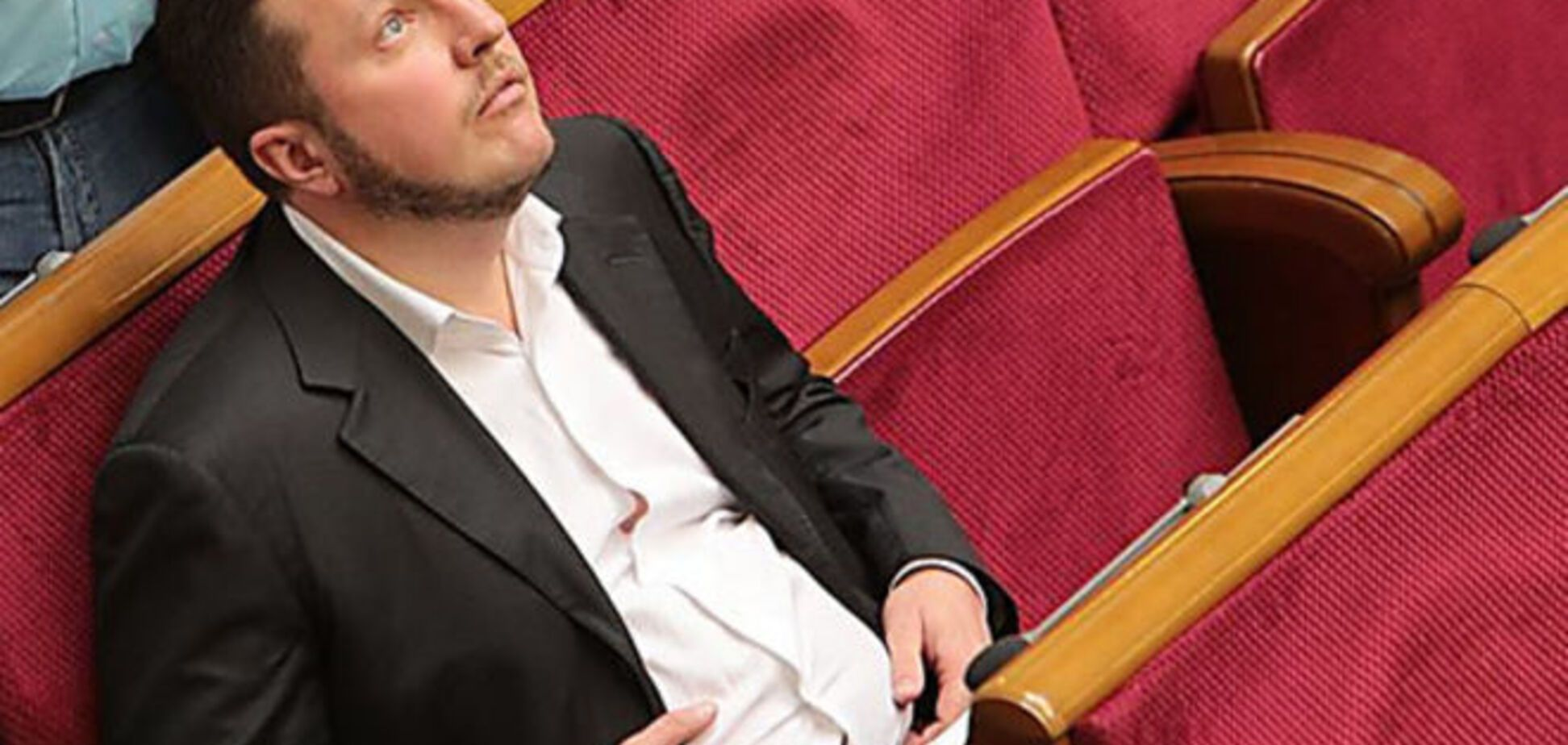 Симфония 'кнопкодавства': нардеп из 'Відрождення' умудрился проголосовать за 6 коллег одновременно, фотофакт