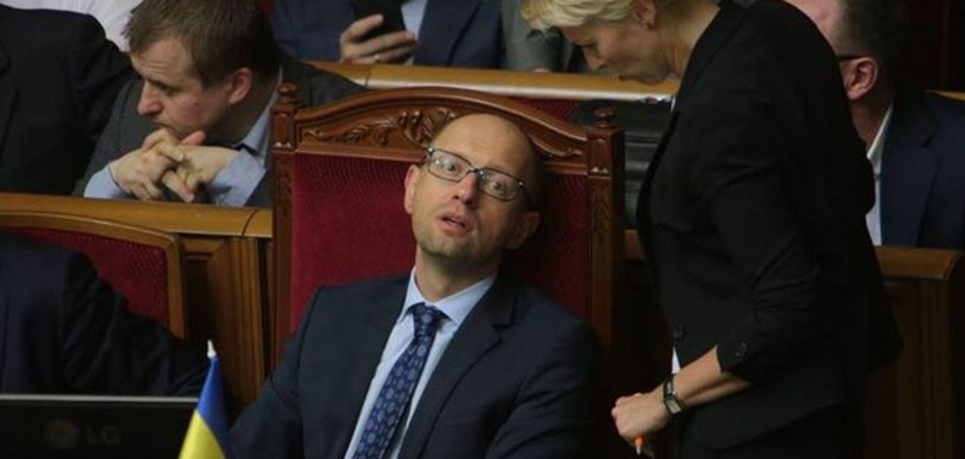 Яценюка в Раде застали 'спящим' с открытыми глазами: фотофакт
