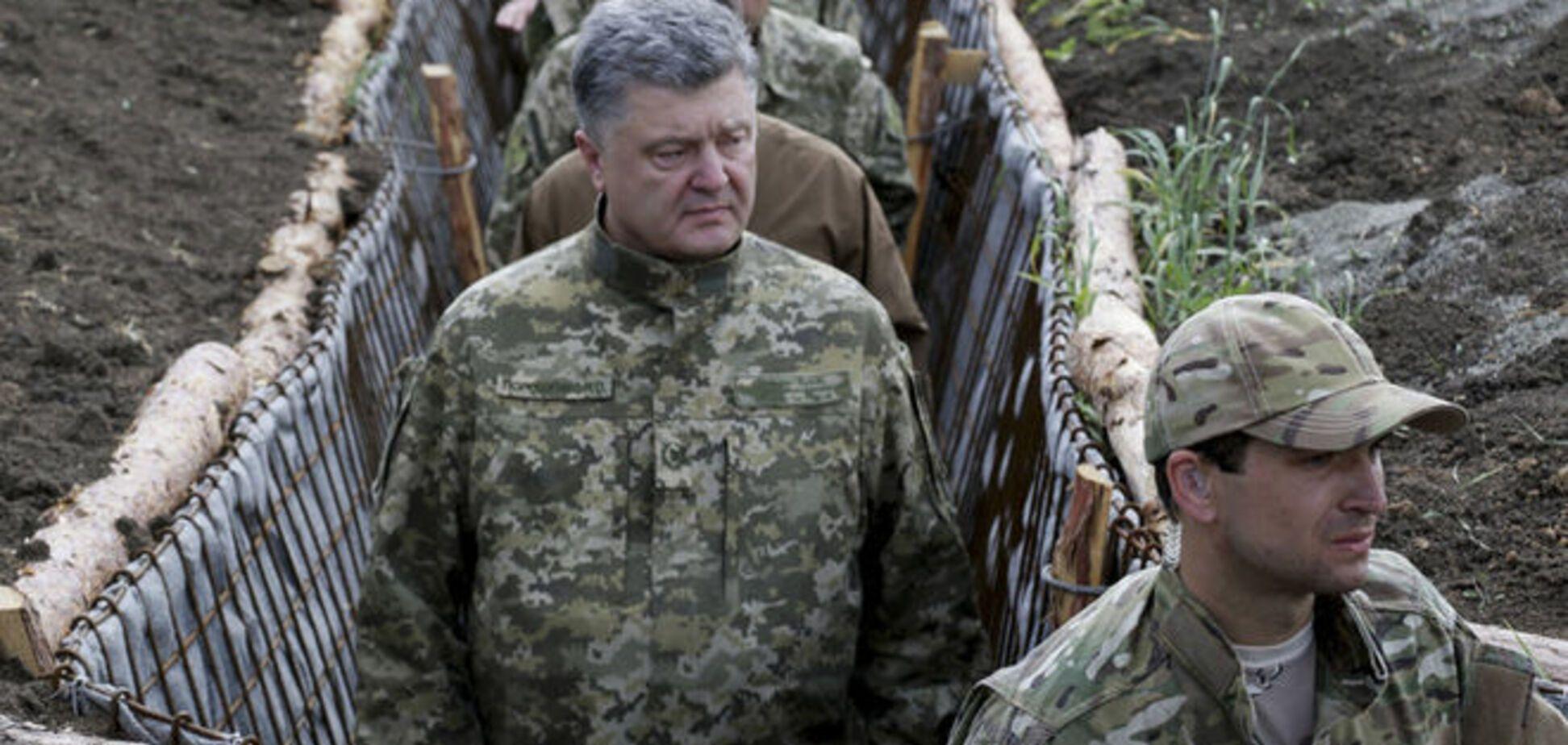 Порошенко розповів, скільки українців захищають країну на Донбасі