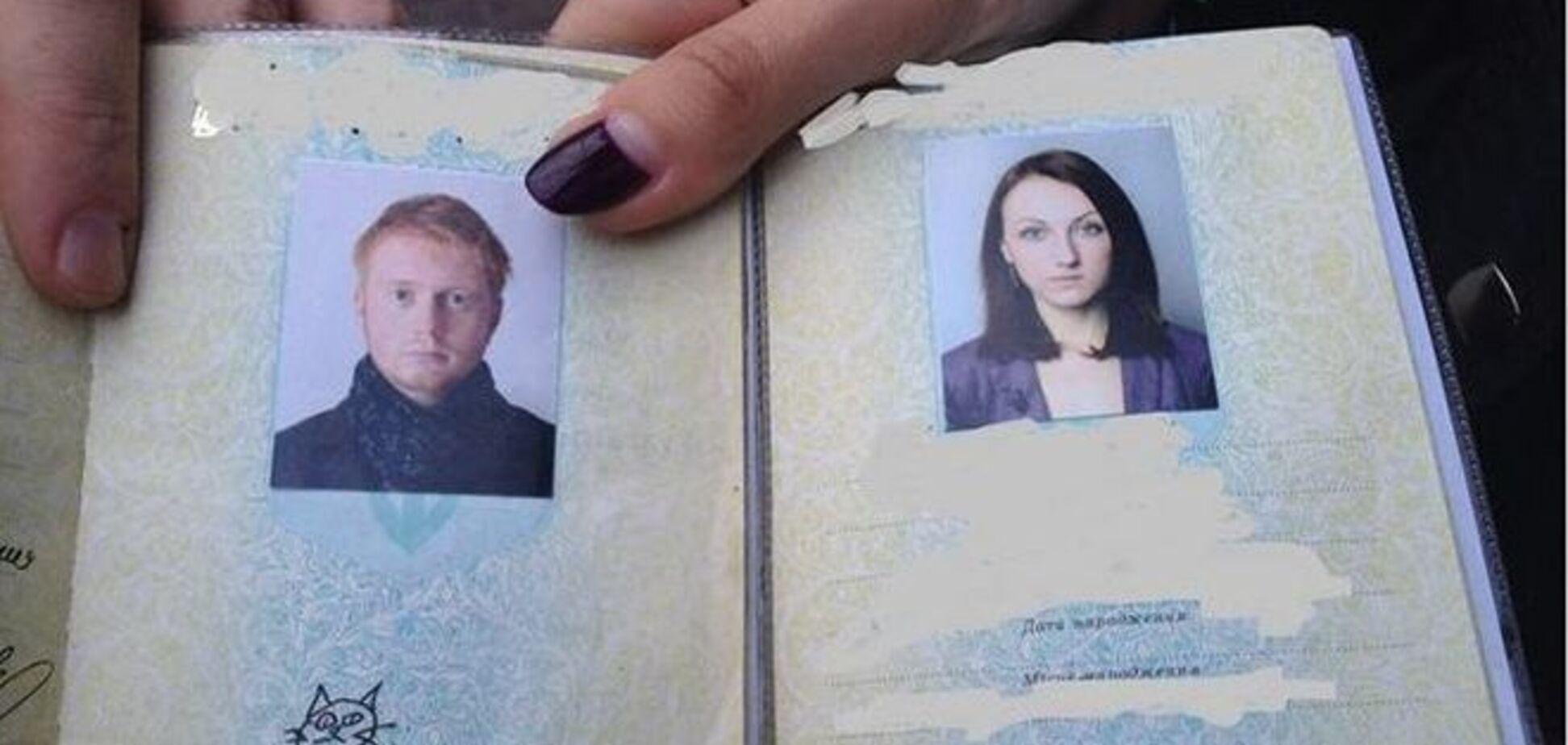 Украинцы нарисовали котов на месте подписей в паспорте: фотофакт