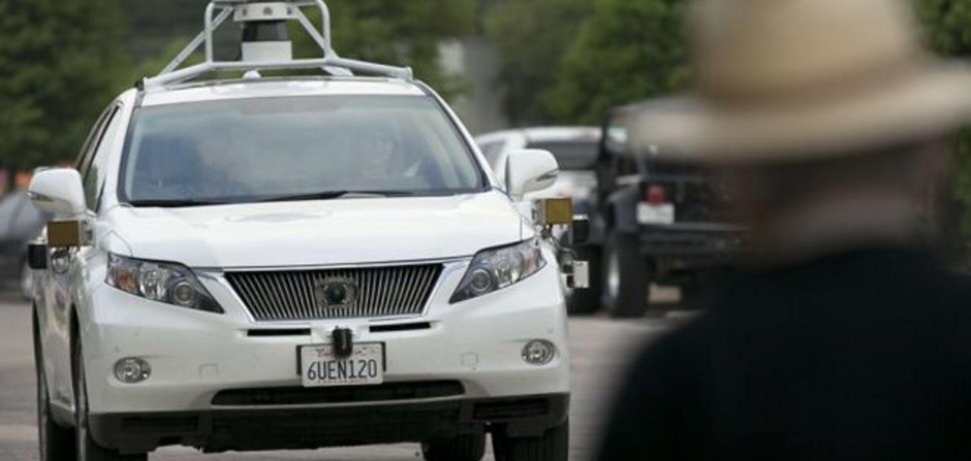 Самокероване авто Google потрапило у ДТП: є постраждалі