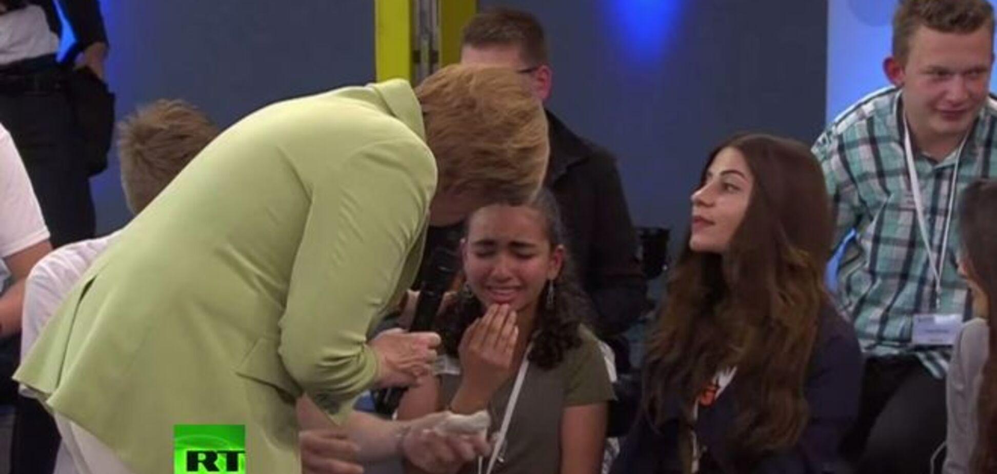 Палестинській дівчинці, яку Меркель довела до сліз, дозволили залишитися в Німеччині