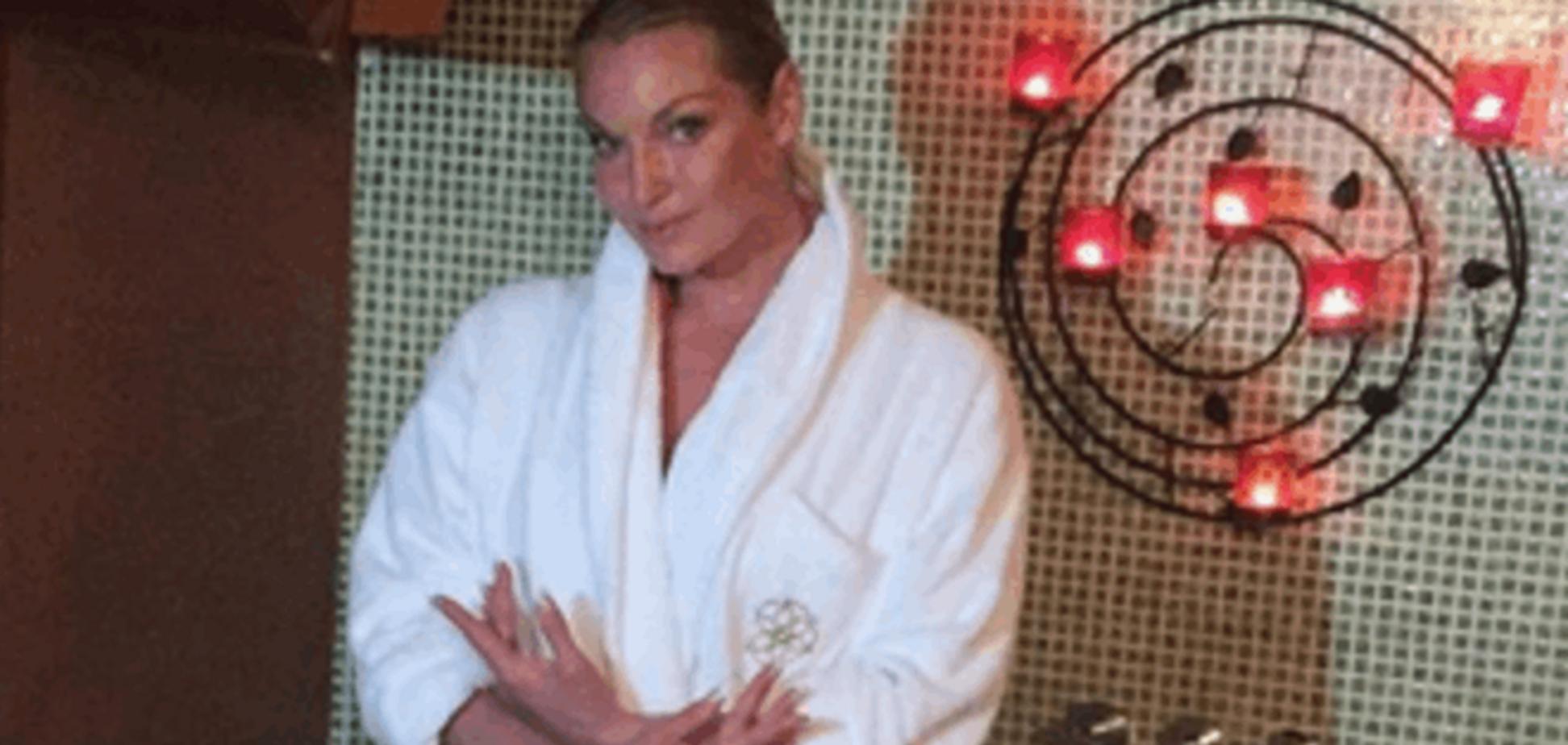 39-летняя Волочкова приняла SPA с лебедями