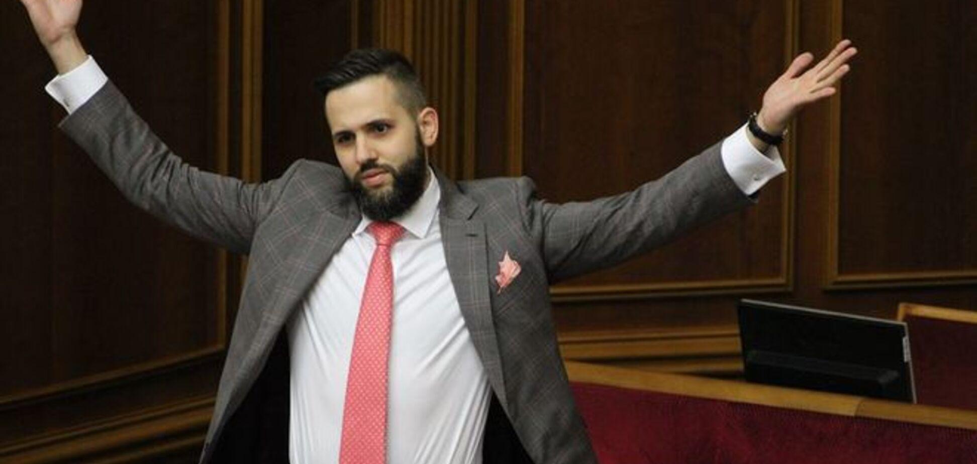 У Раді заступник міністра економіки справив фурор хіпстерським вбранням: фотофакт