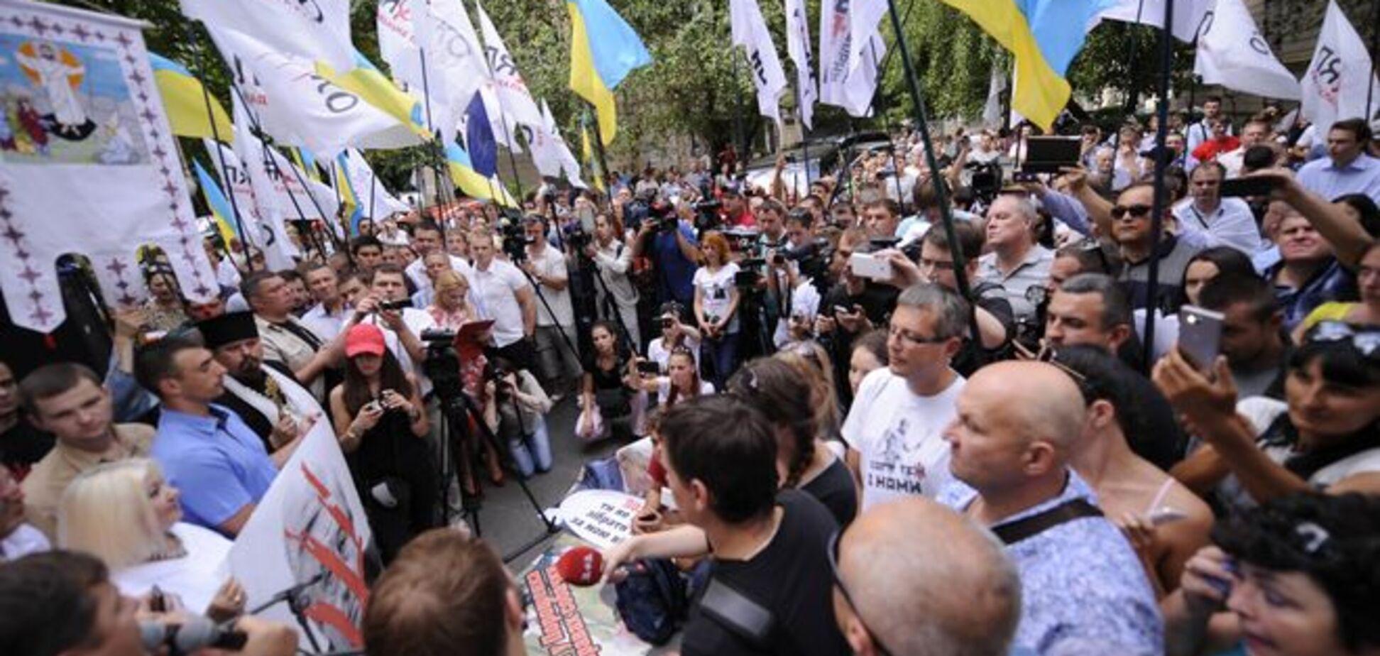 Нардепи зібралися чекати Шокіна під ГПУ до останнього: опубліковані фото