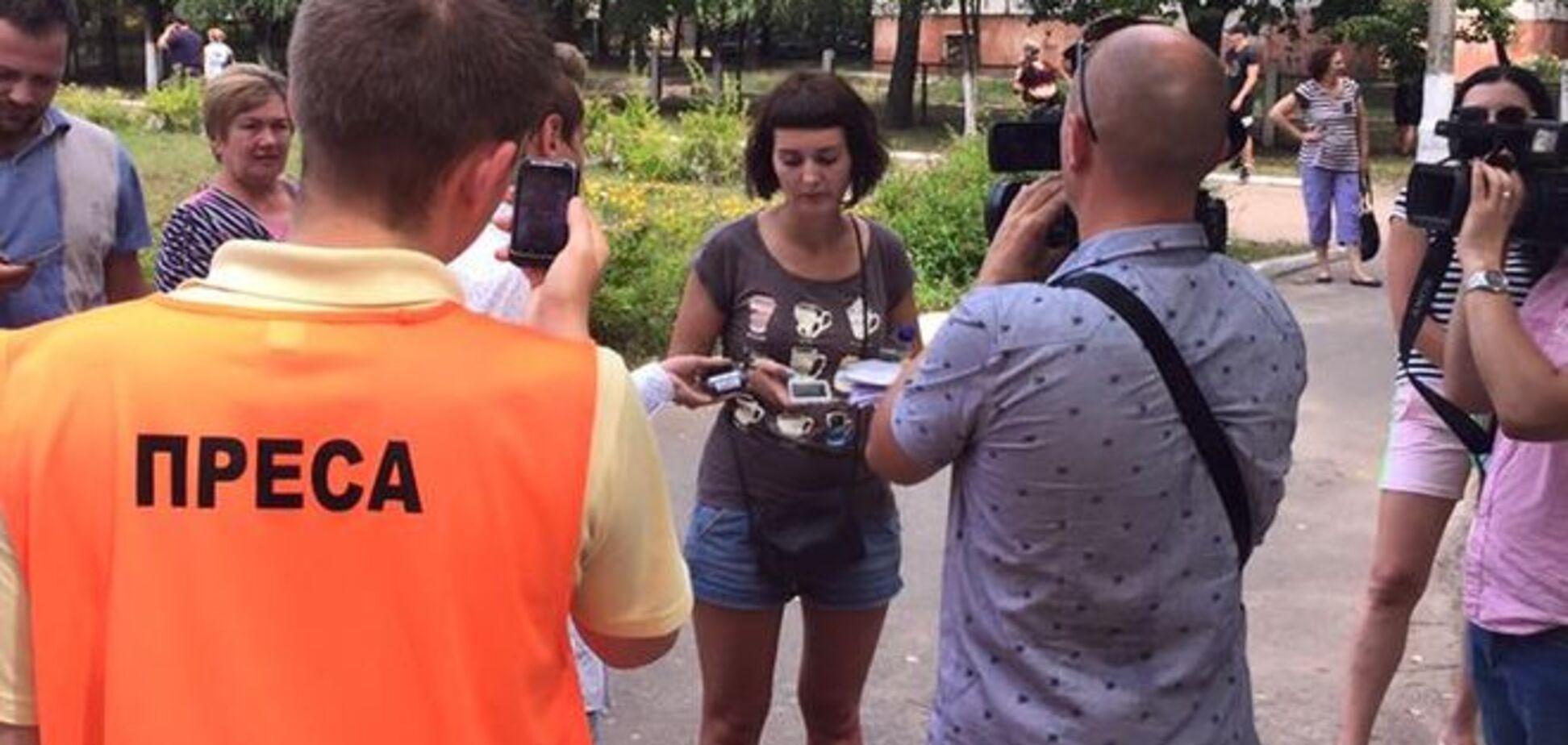 Депутат від БПП в Чернігові напав на дівчину і спробував зірвати екзит-пол