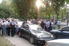 В Чернигове возле УИК произошла потасовка представителей двух политсил