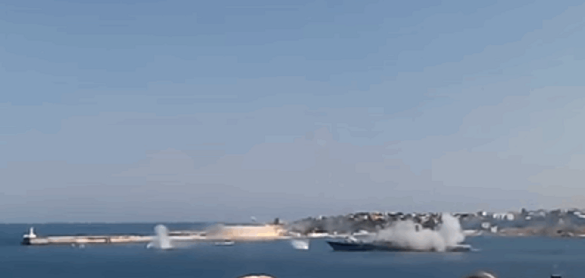 'Это косяк!' На глазах у крымчан российская ракета развалилась на части