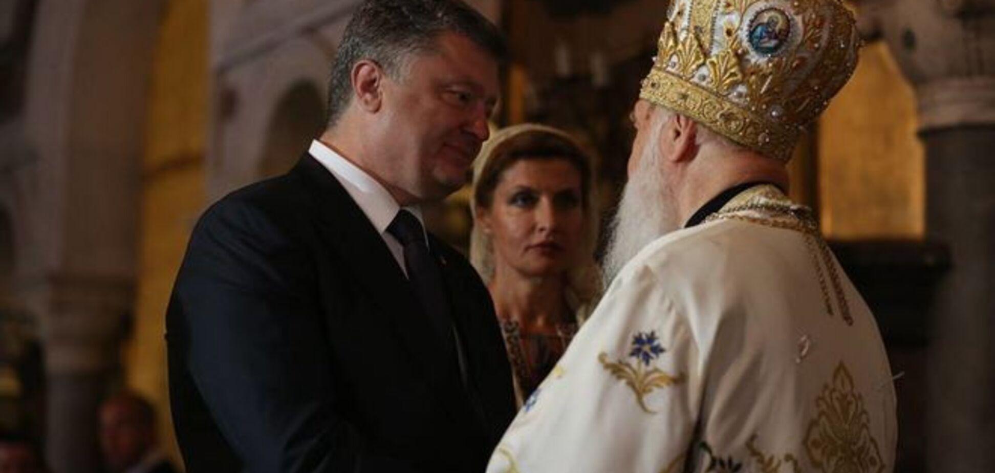 Порошенко с женой посетил литургию во Владимирском соборе: фотофакт