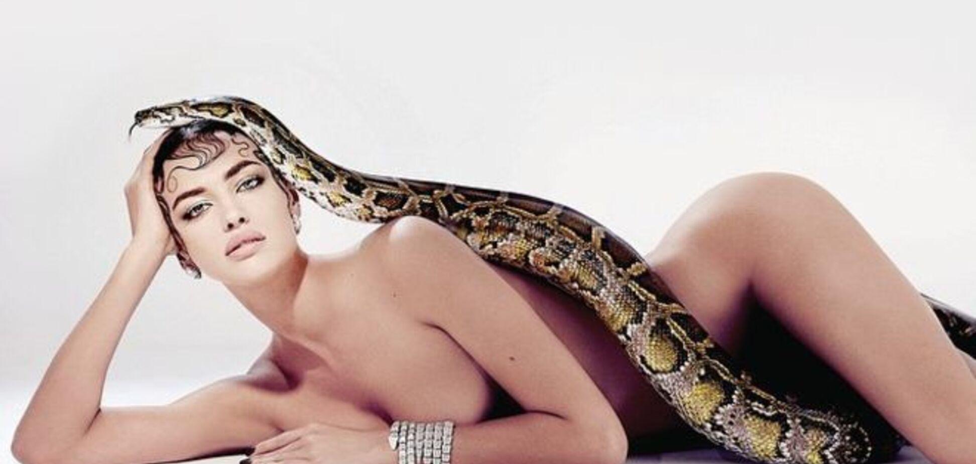 Обнаженная Ирина Шейк и змей-искуситель: модель примерила образ Евы