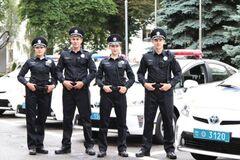 Чому поліцейських готують 3 місяці, а депутатів..- 0 днів?