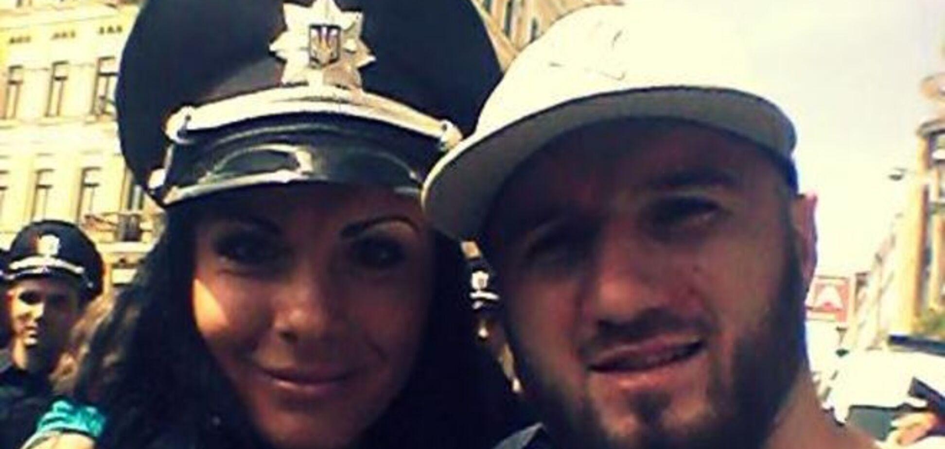 #Селфізкопом: в соцсетях организовали флешмоб в поддержку новой полиции Киева