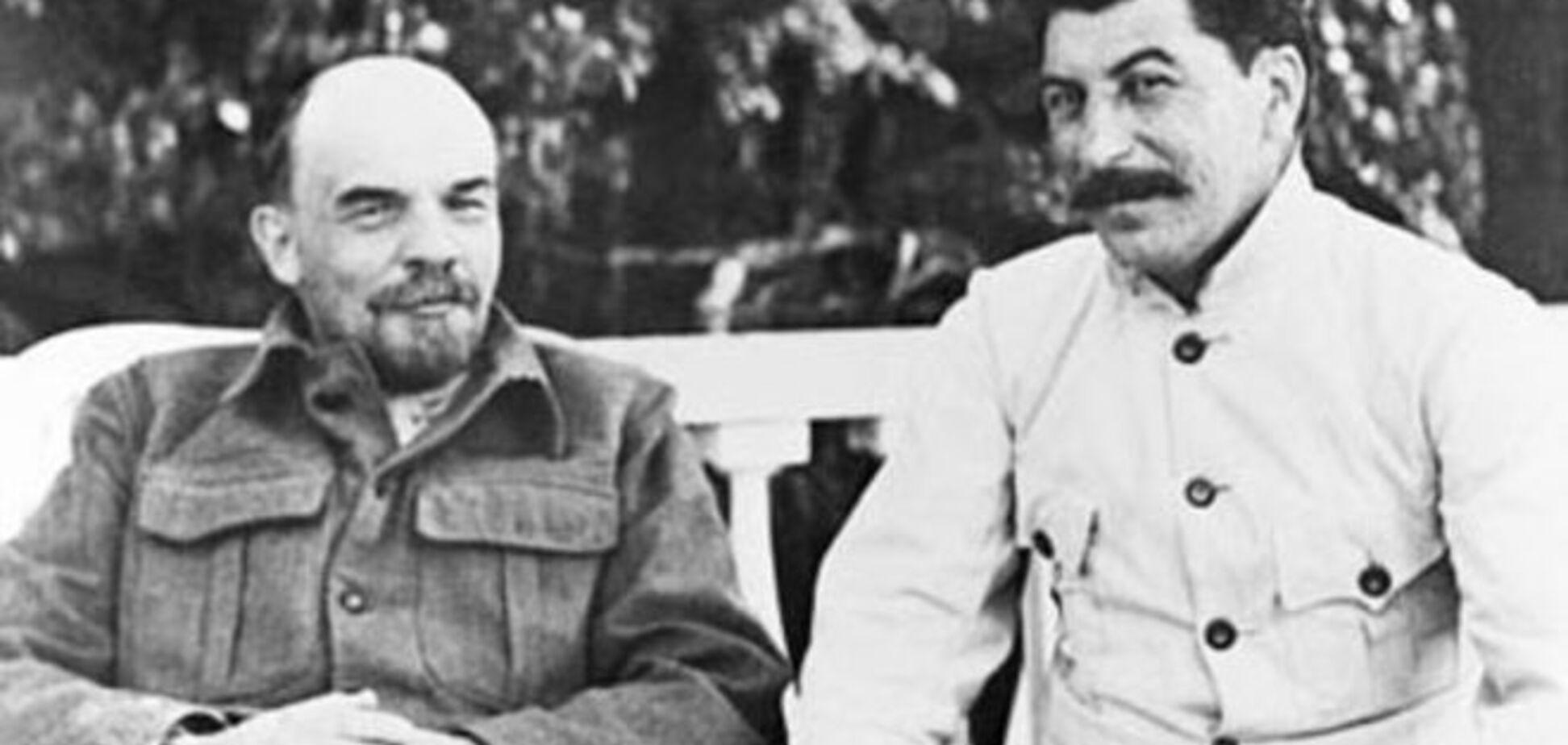 Битва титанів. У Москві побилися двійники Леніна і Сталіна