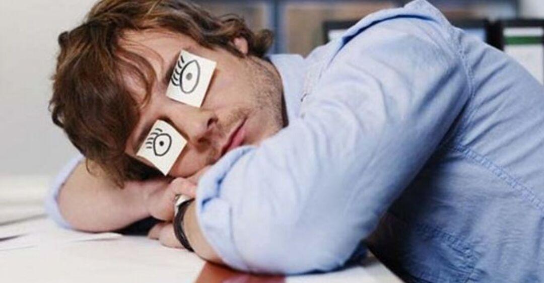 Смешная картинка спит на работе, нарисованные смешные