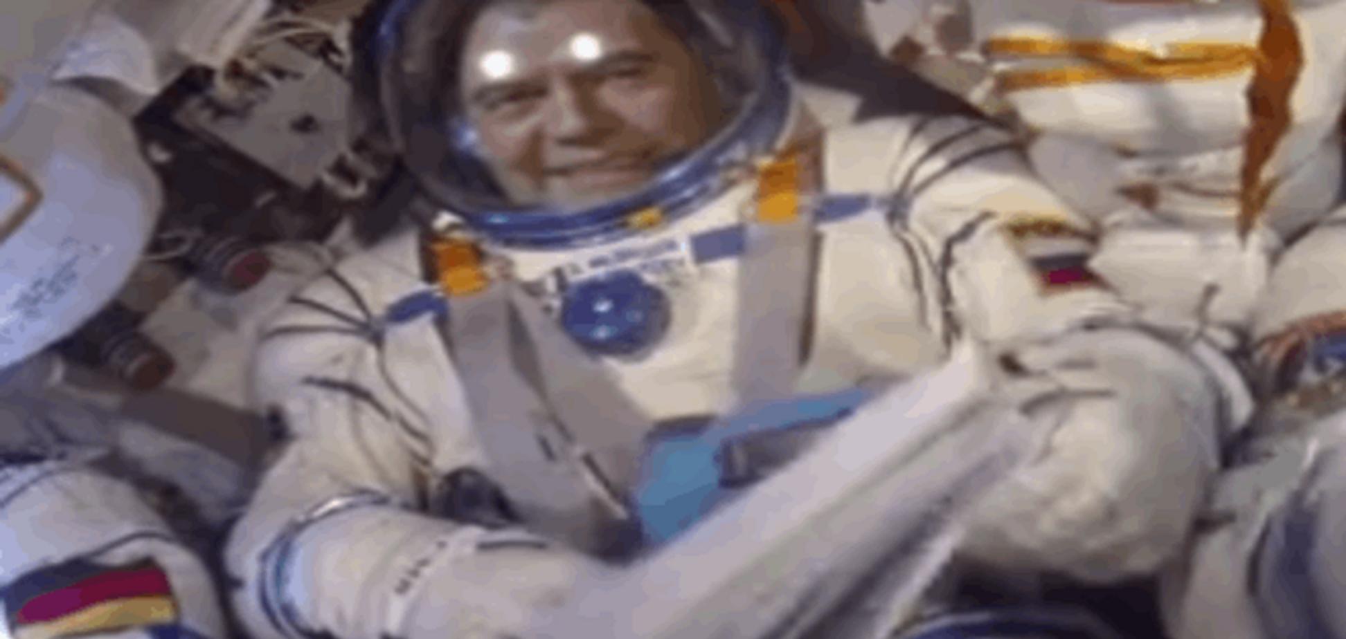 Медведєва у скафандрі 'відправили' у космос: відеофакт