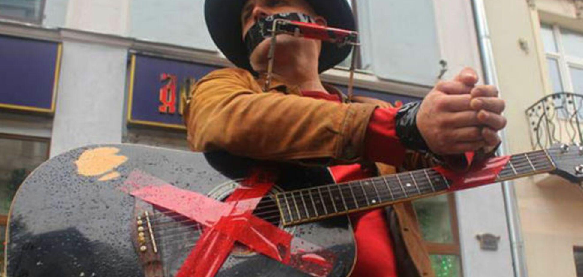 Абсурды русского мира: власти Москвы заставят уличных музыкантов платить за бесплатные выступления