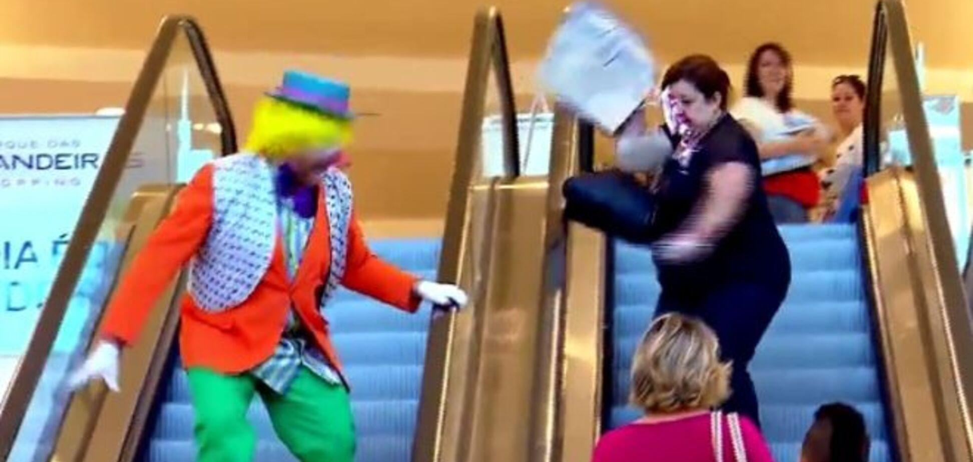 У Бразилії клоун жорстоко 'пожартував' над жінкою. Опубліковано відео