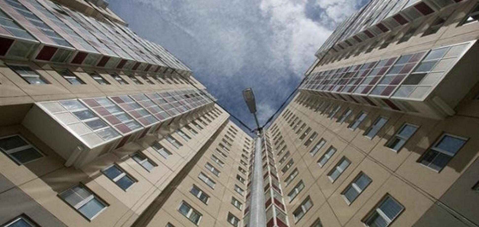 В Киеве женщина выпала с 7 этажа