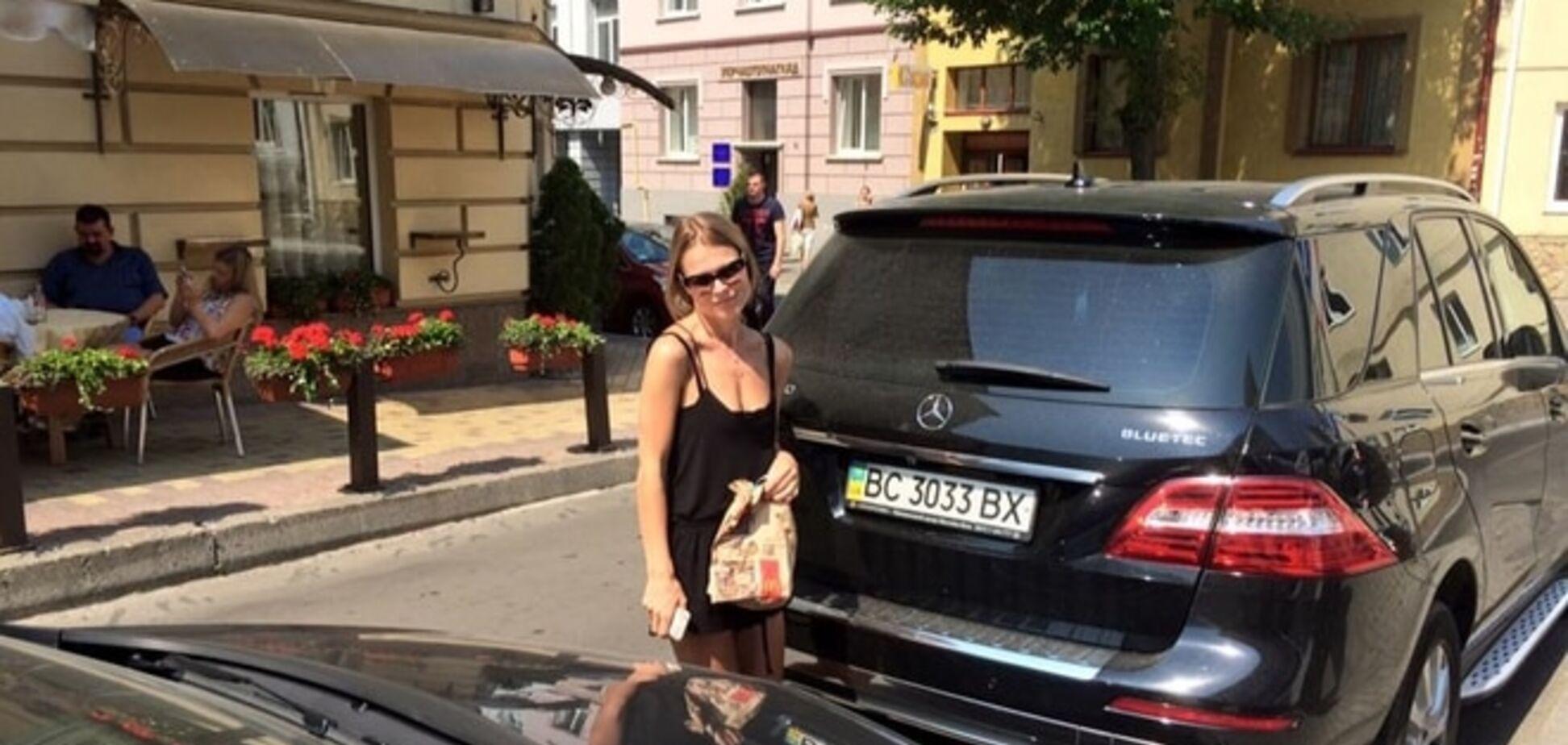 Хочете селфі із селебріті? Фреймут у Львові стала 'героїнею парковки': фотофакт