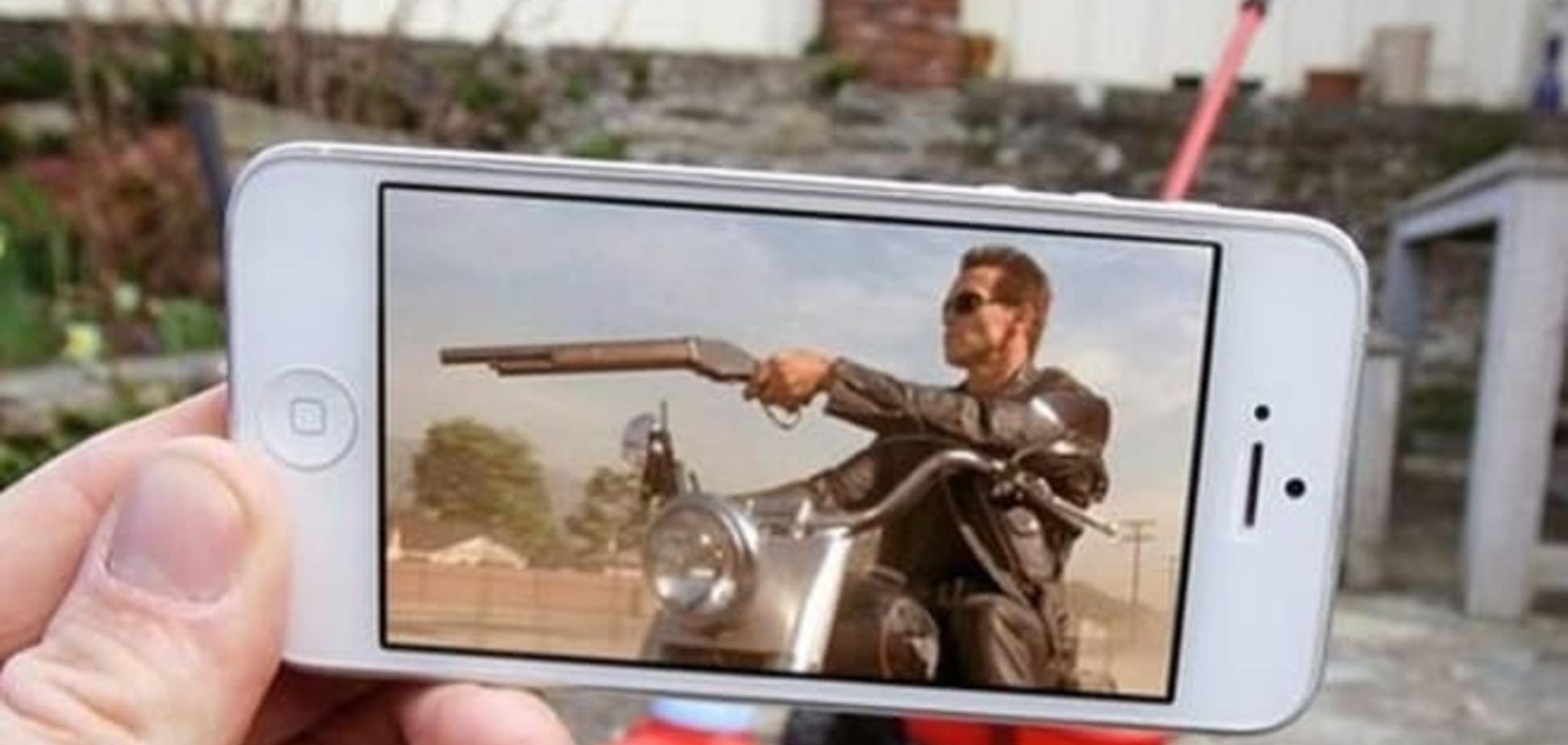 Телефон помог 'внедрить' в жизнь кино и мультгероев современности