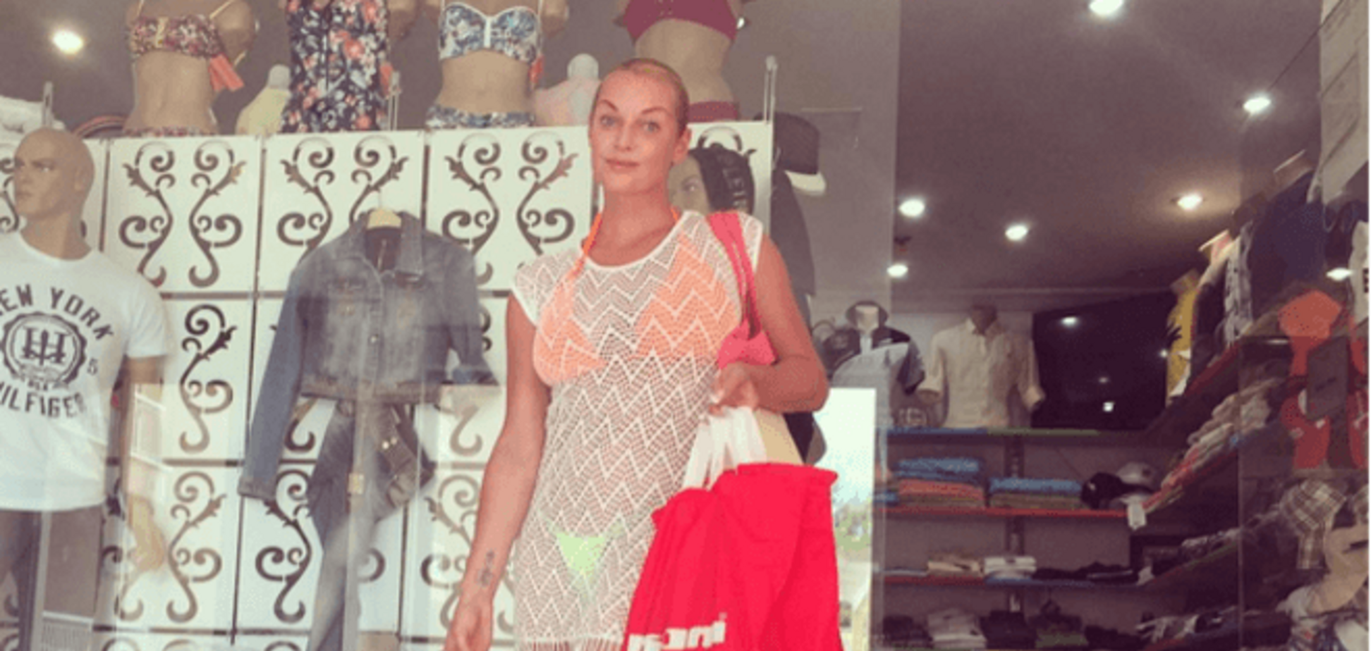 Волочкова скупила турецкий рынок и завалила дочь пакетами: фотофакт