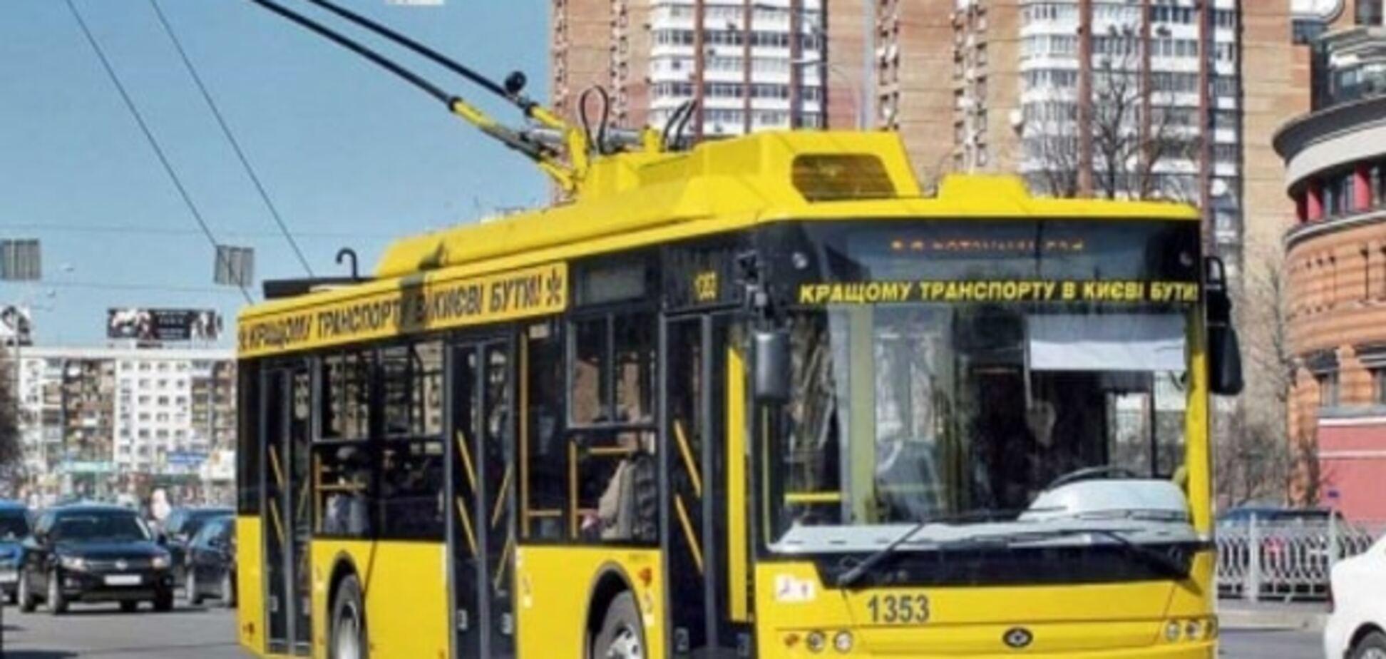 У Києві стріляли у тролейбус на Оболоні