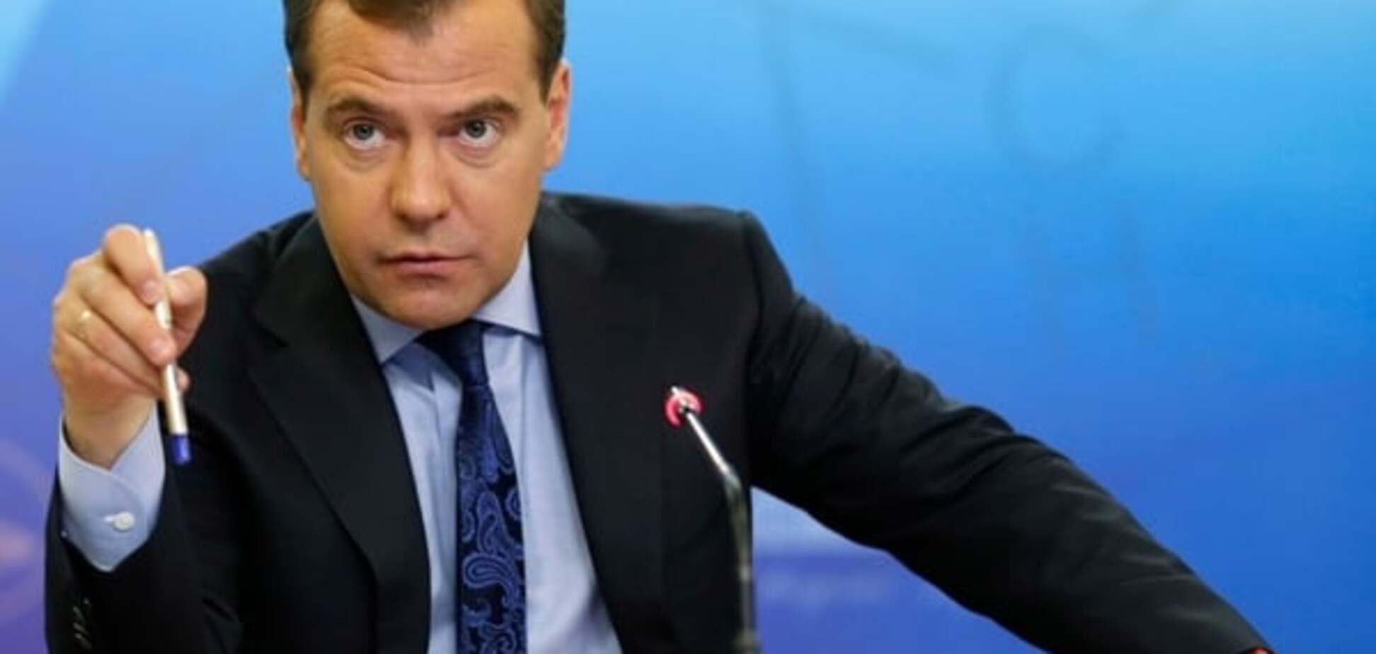 Медведев обязал российских министров ездить в оккупированный Крым