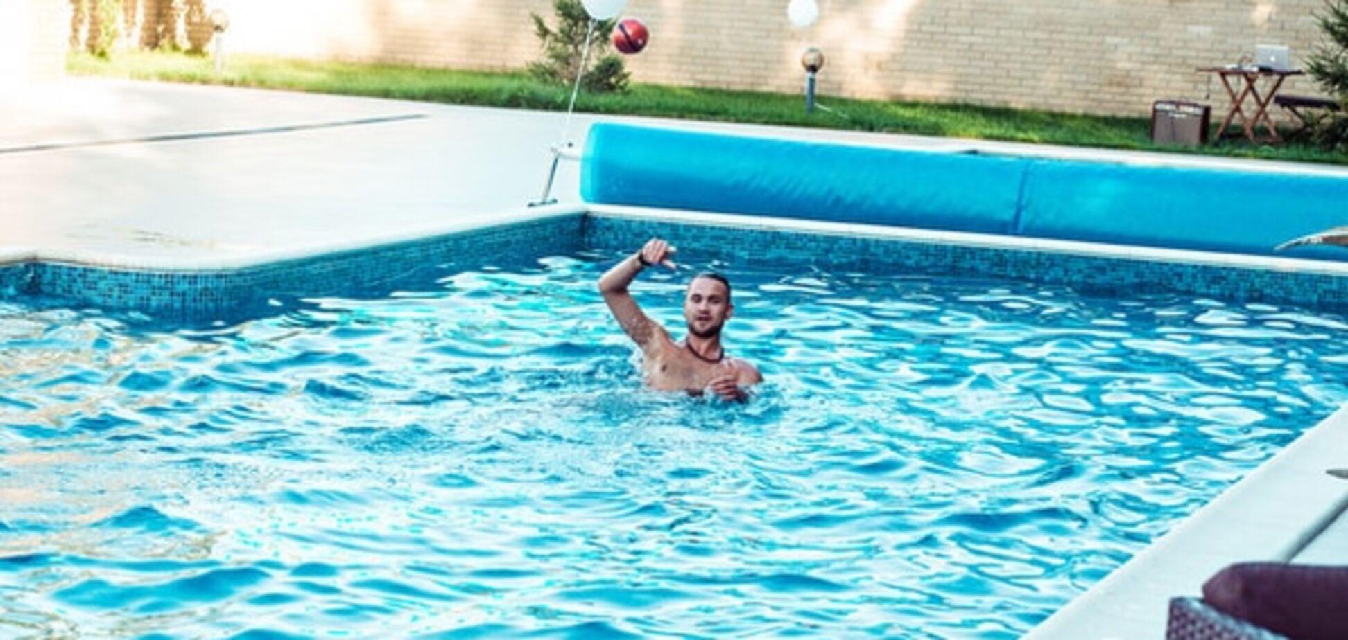 Могилевська похвалилася, як купала стриптизерів в басейні: фото із закритої вечірки