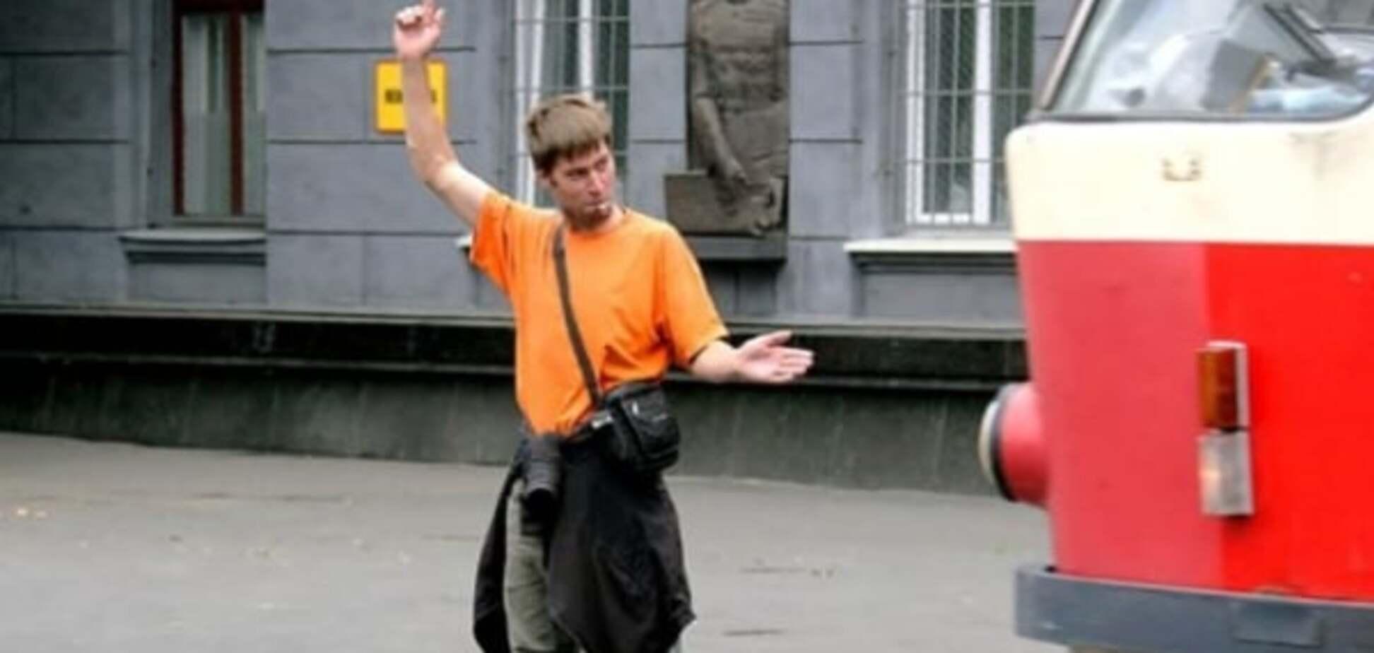 Одесский грузчик два дня подряд спасал город от транспортного коллапса. Фотофакт