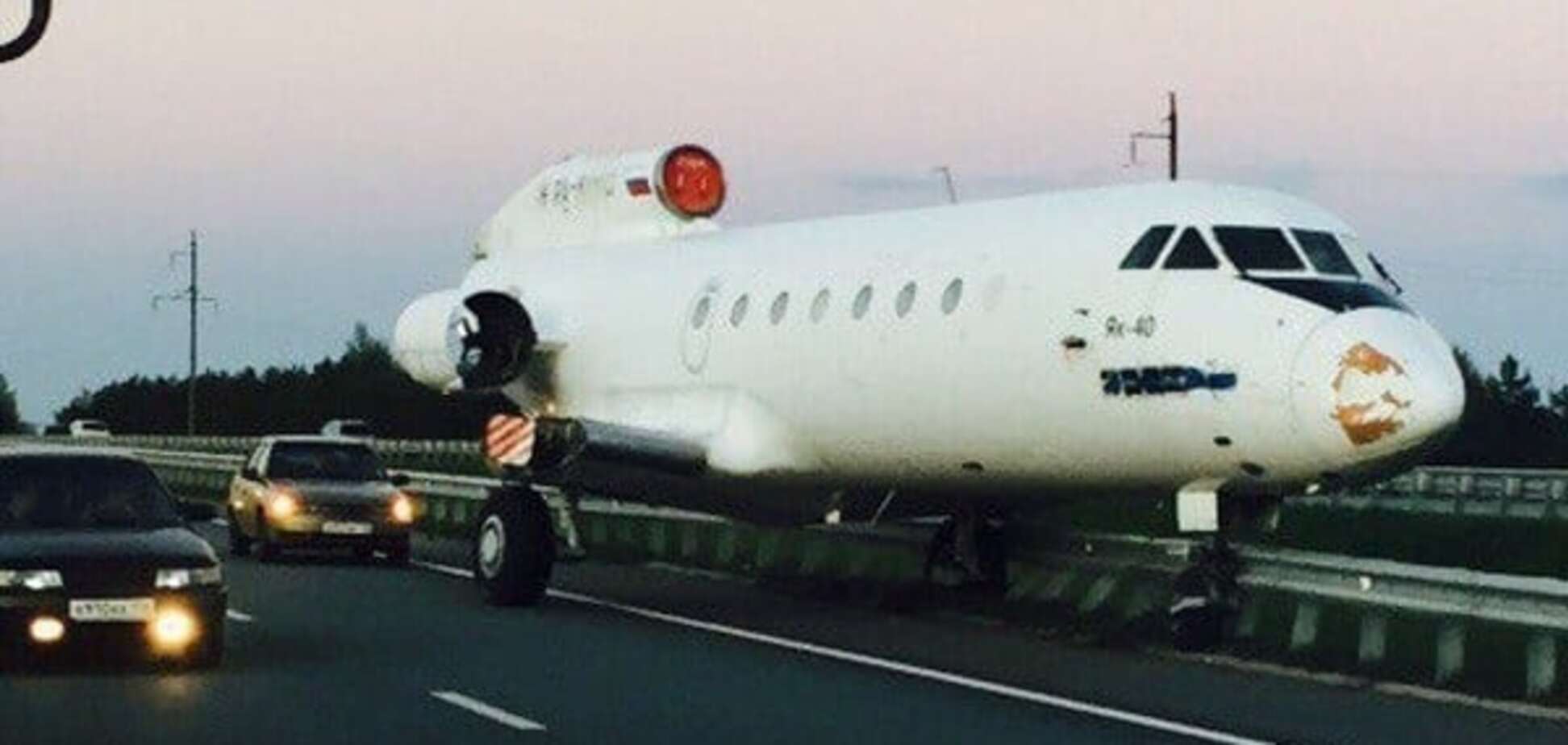 В России самолет без крыльев угодил в ДТП: фото и видео с места аварии