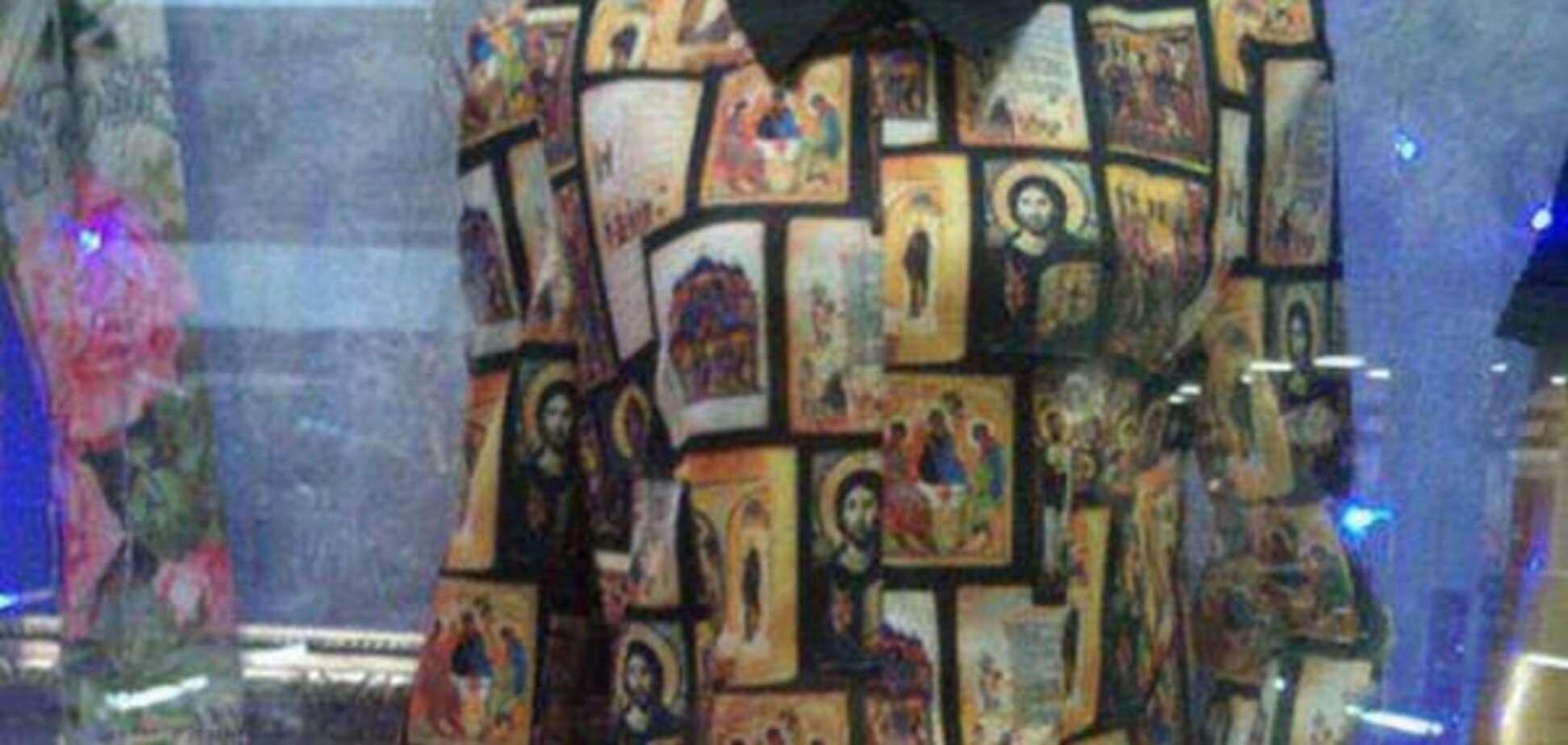 Смотришь и крестишься: сеть взорвало фото платья - 'иконы моды'
