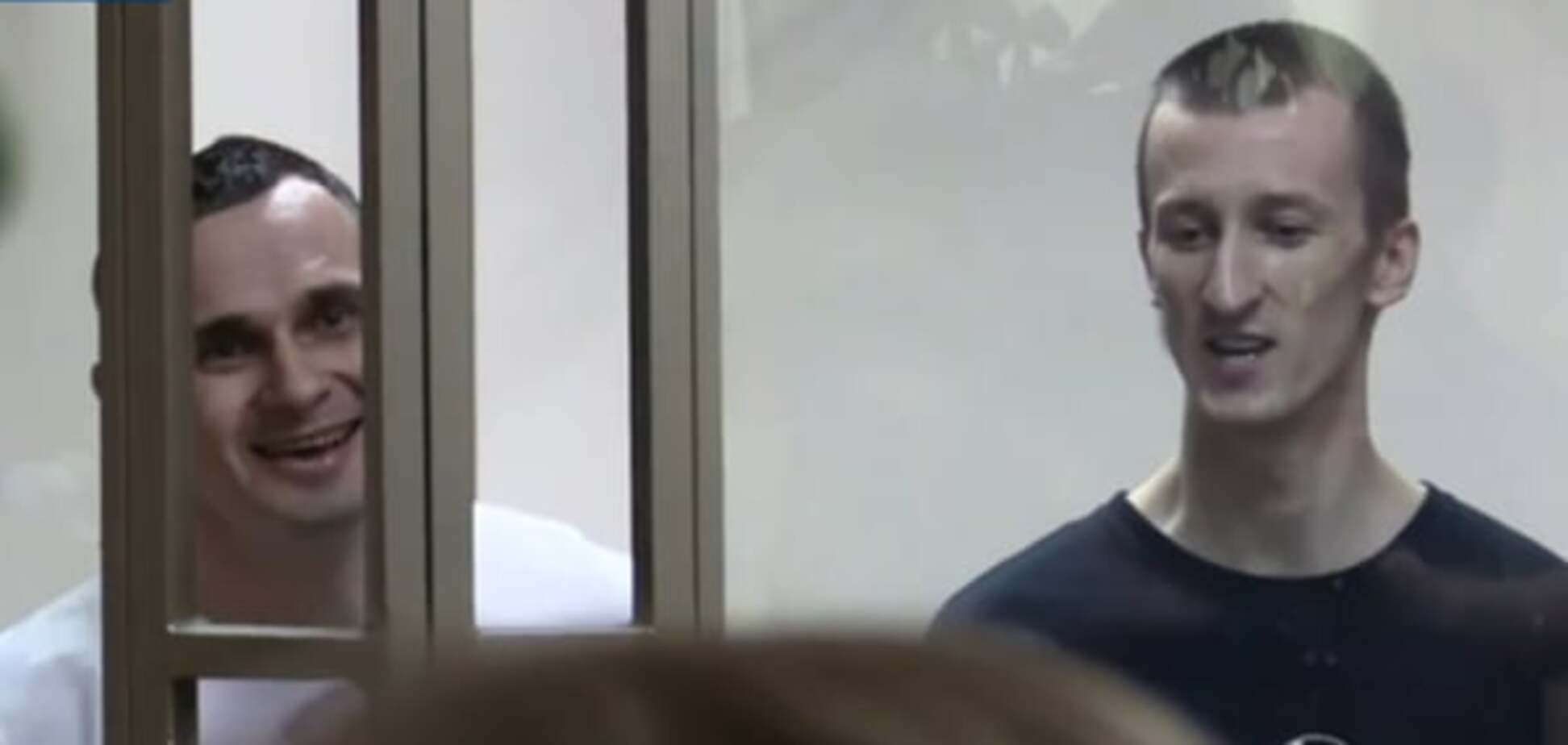 После вынесения приговора Сенцов и Кольченко спели гимн Украины