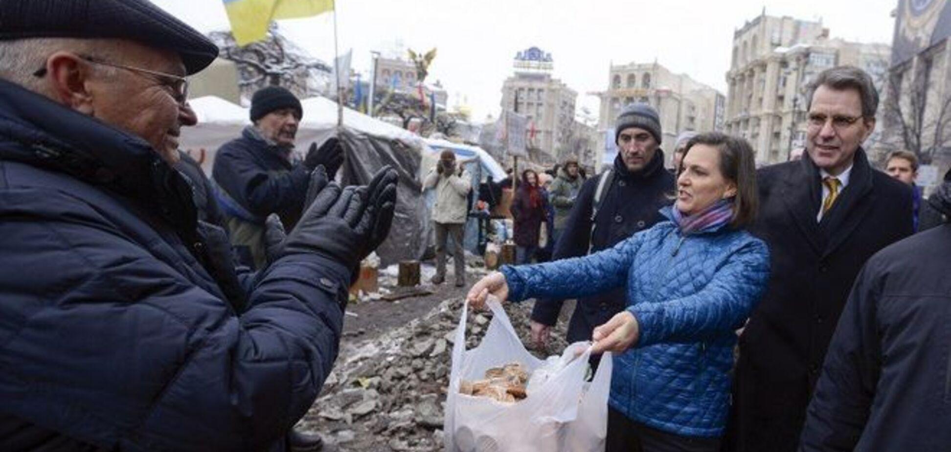 В США признались, что Нуланд на Майдане раздавала не печенье